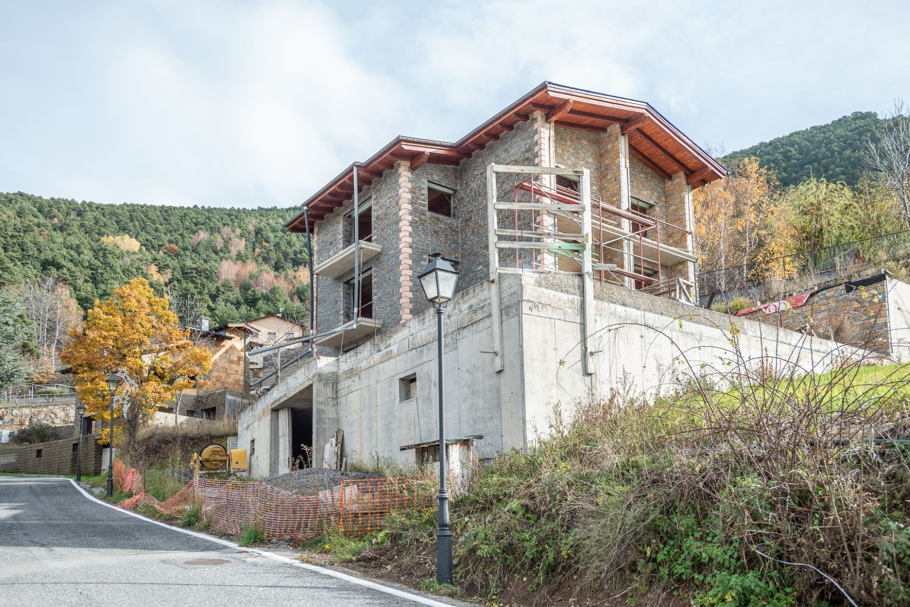 Single Family Homes for Active at Chalet-Tower for sale in Juberri Juberri, Sant Julia De Loria AD600 Andorra