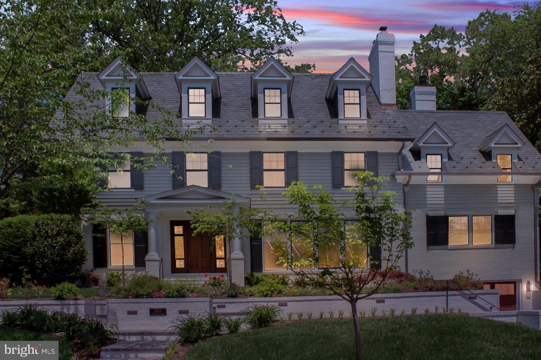 Single Family Homes per Vendita alle ore Chevy Chase, Maryland 20815 Stati Uniti