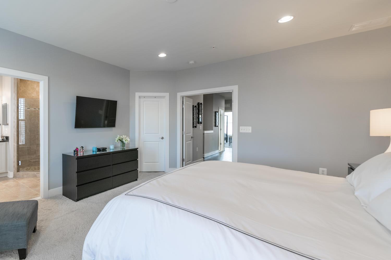 Additional photo for property listing at 2207 Jefferson Davis Hwy #102 2207 Jefferson Davis Hwy #102 Alexandria, Virginia 22301 United States