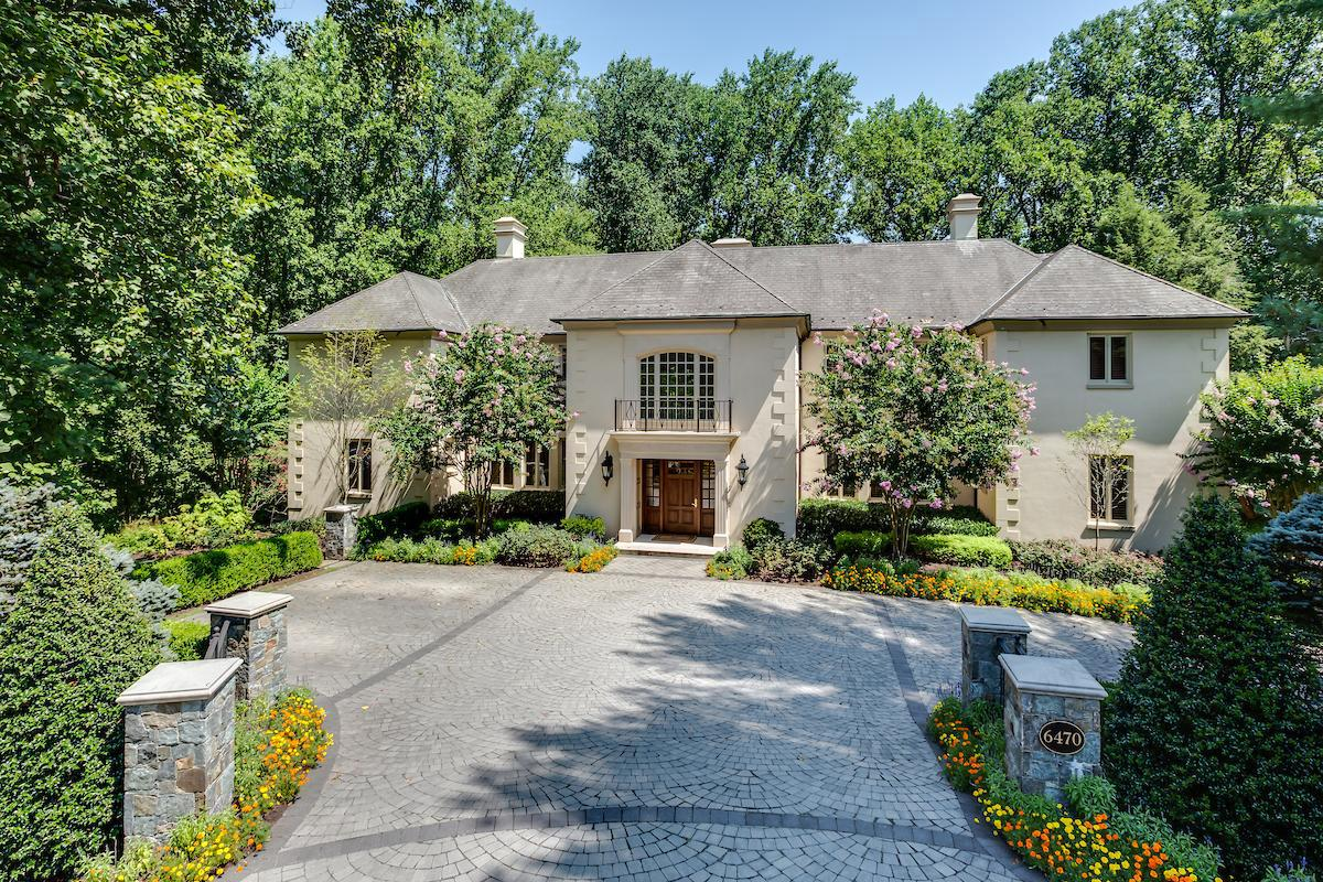 Single Family Homes por un Venta en 6470 Kedleston Ct McLean, Virginia 22101 Estados Unidos