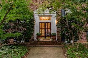 其它住宅 为 出租 在 400 Commonwealth Ave #302 400 Commonwealth Ave #302 亚历山大港, 弗吉尼亚州 22301 美国