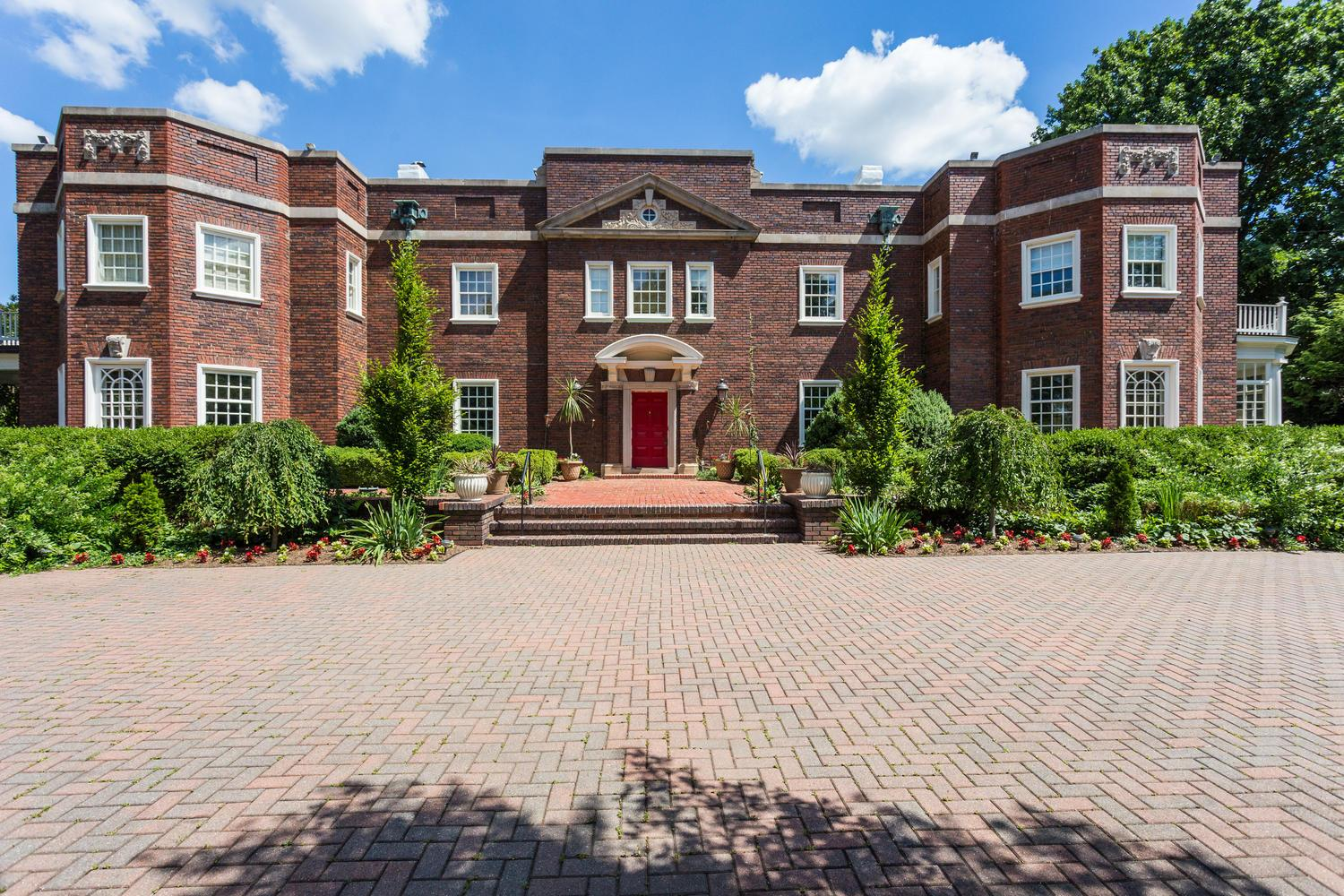 Single Family Home for Sale at 3911 Bradley Ln 3911 Bradley Ln Chevy Chase, Maryland 20815 United States