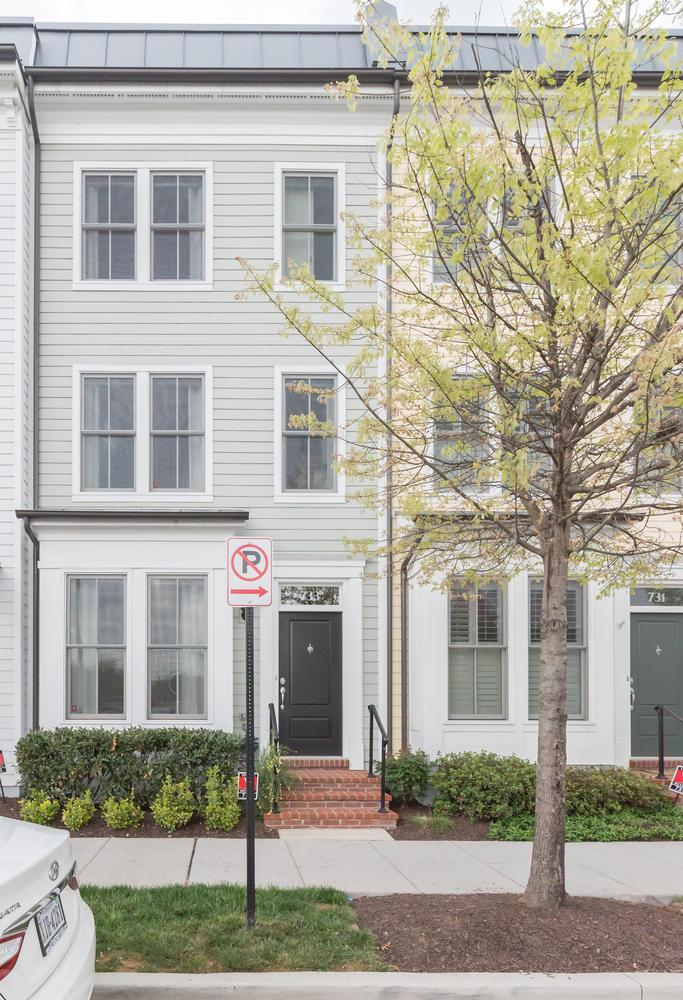 Additional photo for property listing at Old Town Commons 733 Alfred St N Alexandria, Virginia 22314 United States