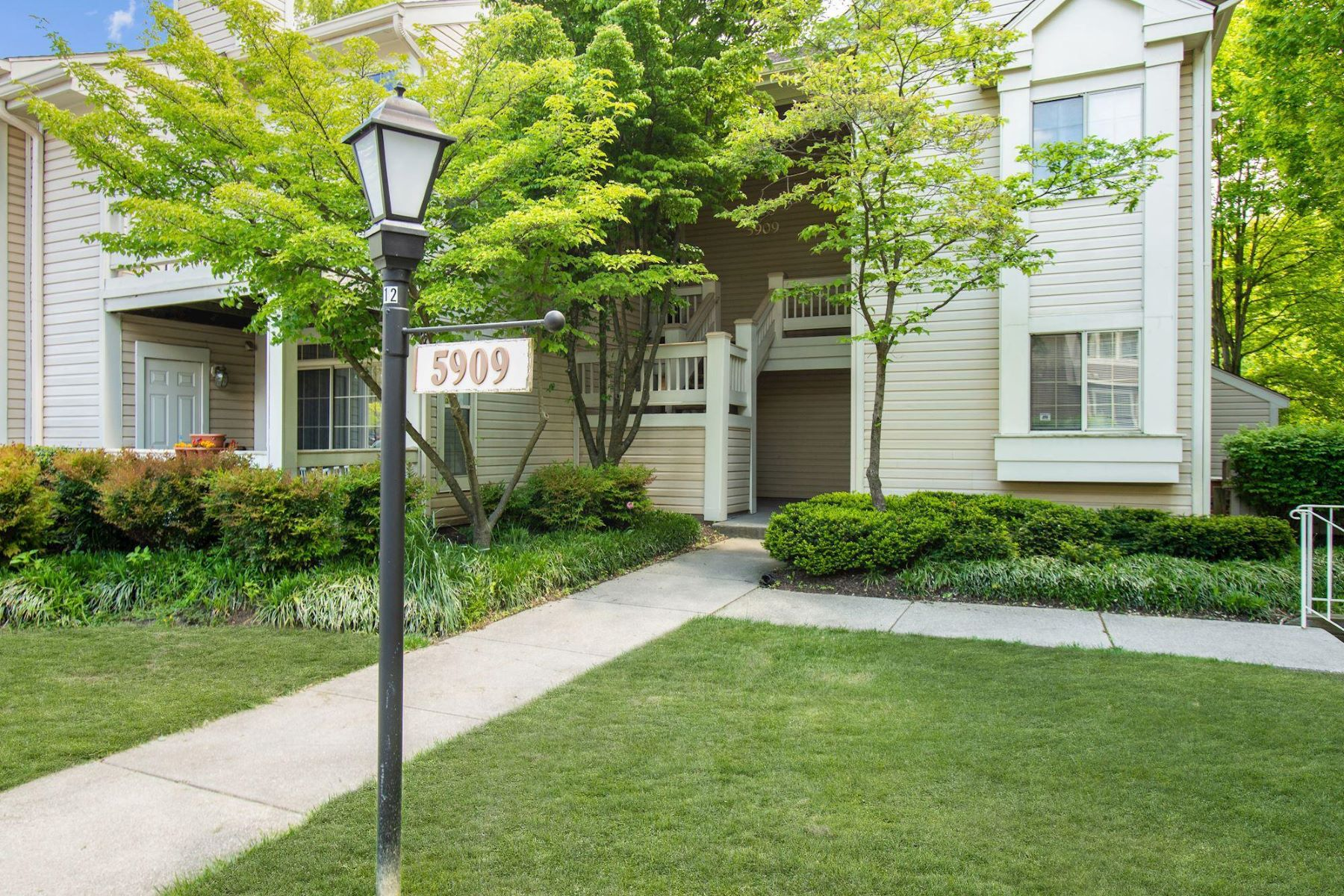 Condominiums for Sale at 5909 Barbados Pl #102 Rockville, Maryland 20852 United States