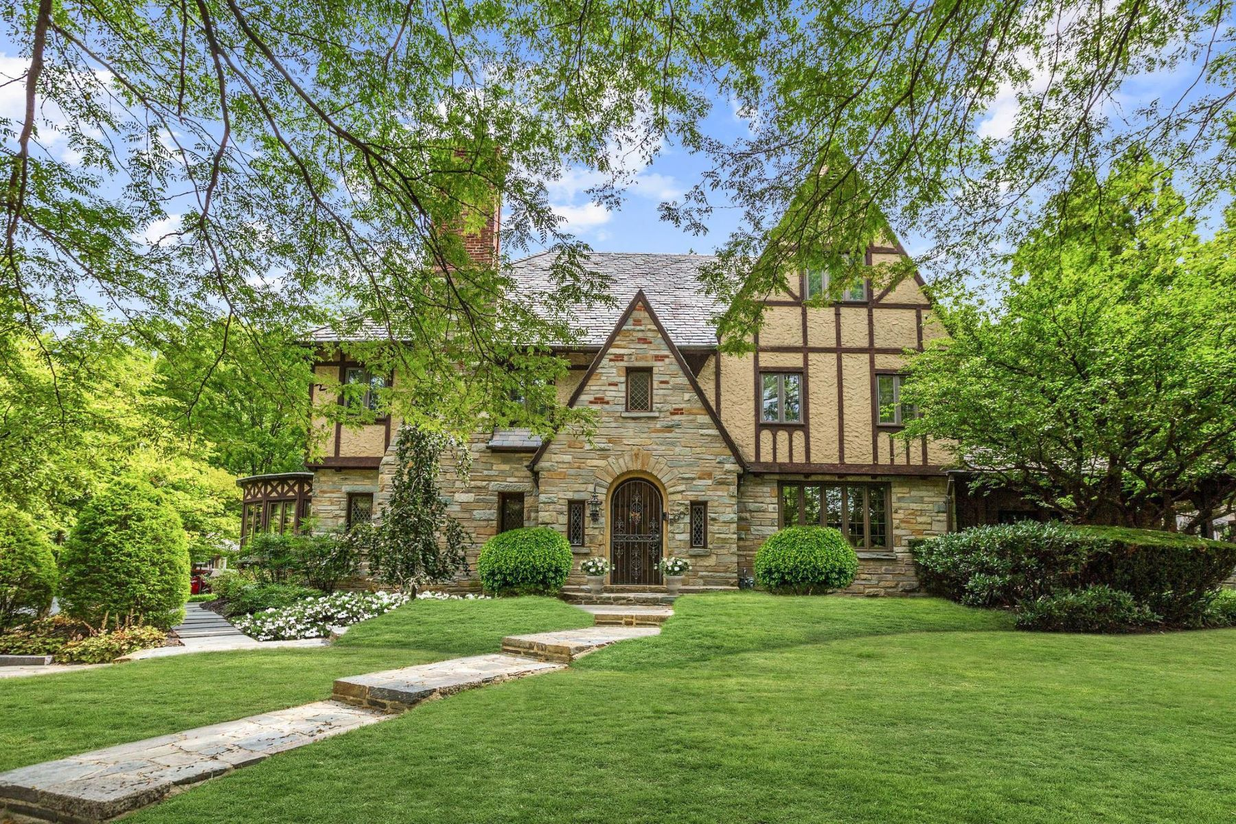Single Family Homes for Active at 5903 Connecticut Ave Chevy Chase, Maryland 20815 United States