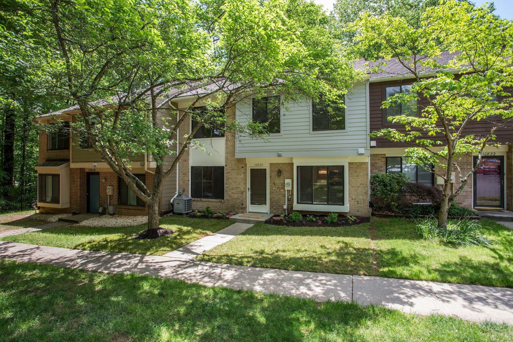 Townhouse for Sale at 10820 Whiterim Dr Potomac, Maryland 20854 United States