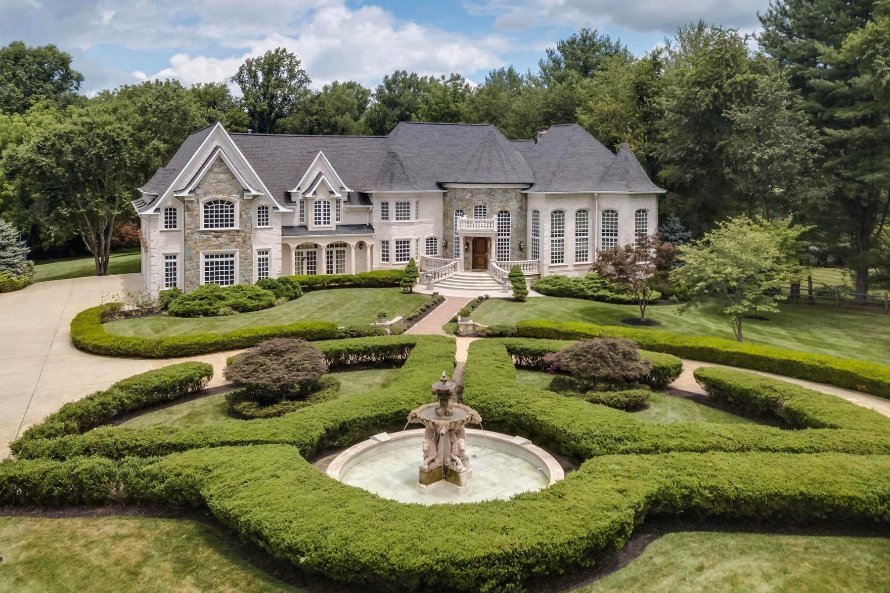 Single Family Homes 为 销售 在 9822 Beach Mill Rd 大瀑布城, 弗吉尼亚州 22066 美国