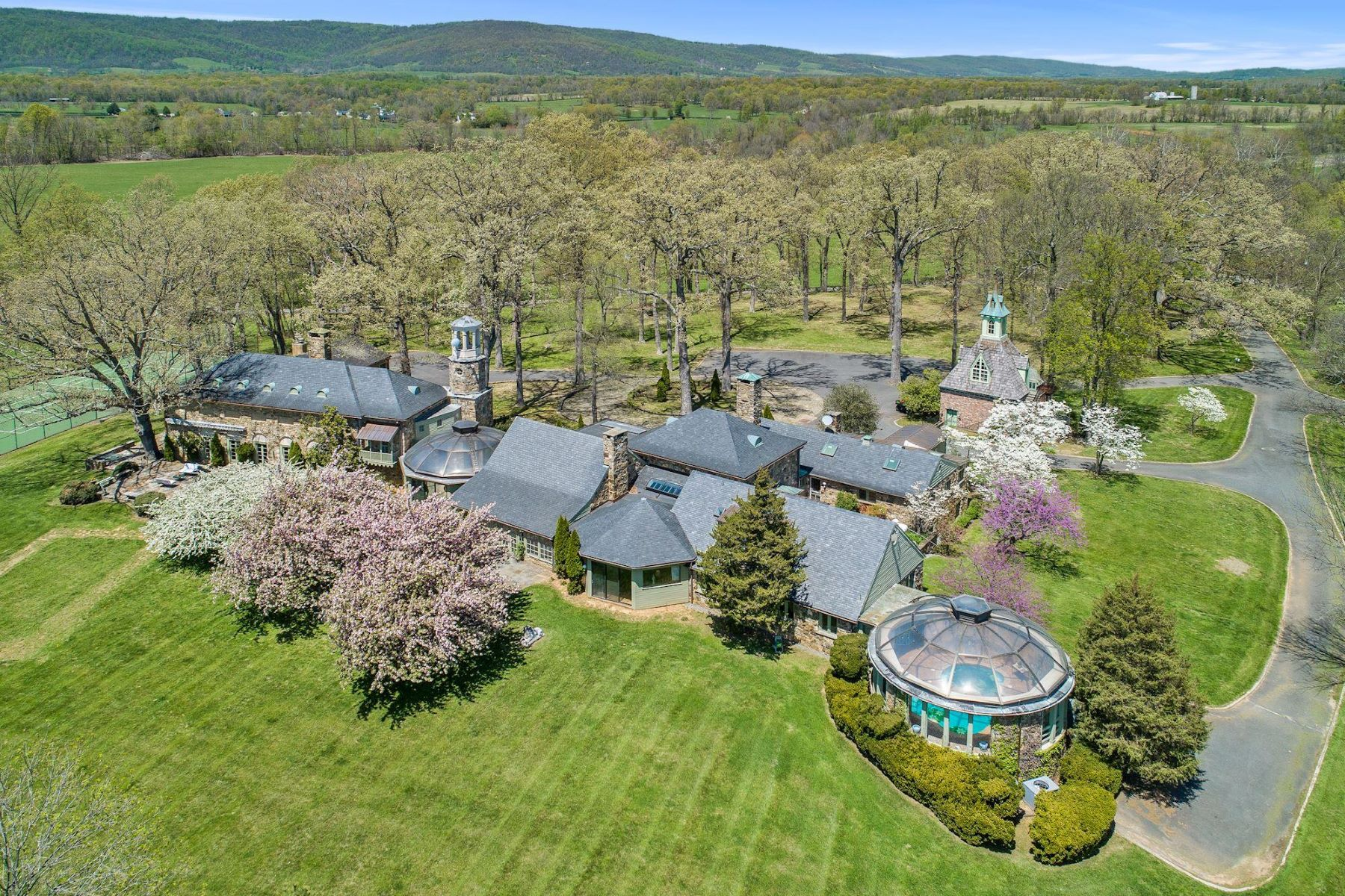 Single Family Homes for Sale at Sprawling Equestrian Estate 33807 Archbold Ln Upperville, Virginia 20184 United States