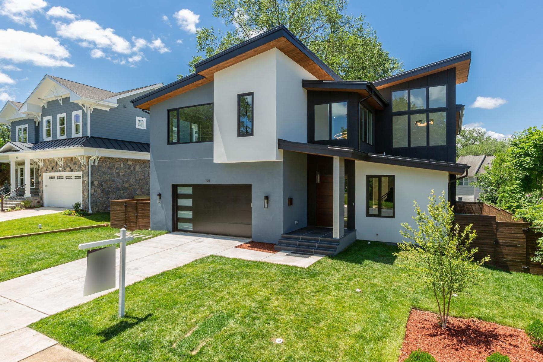 Single Family Homes pour l Vente à 701 Ware St Sw Vienna, Virginia 22180 États-Unis