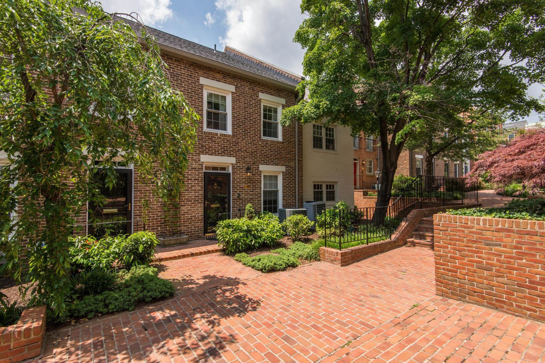 Townhouse for Rent at 1168 Pitt St N 1168 Pitt St N Alexandria, Virginia 22314 United States