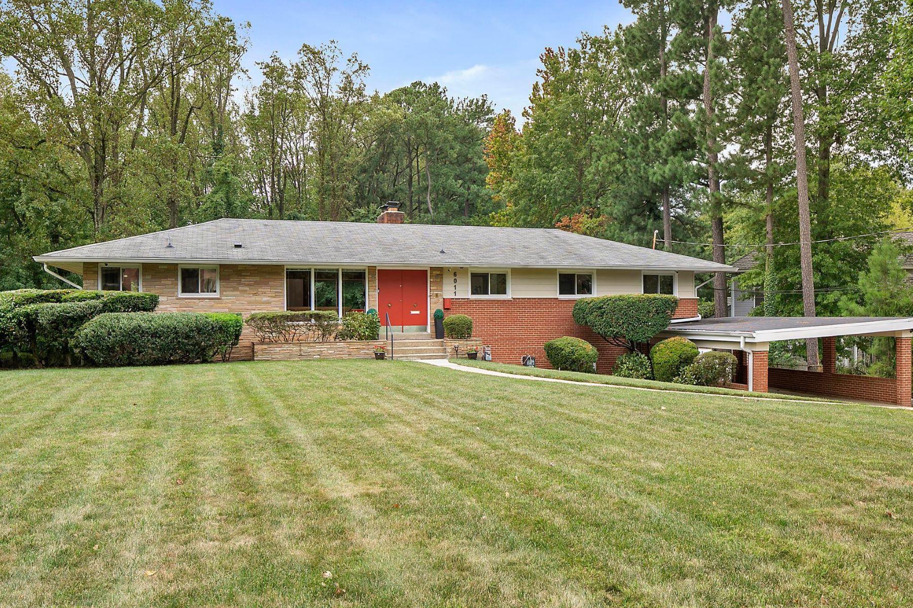 Single Family Homes por un Venta en 6011 Lebanon Dr Falls Church, Virginia 22041 Estados Unidos