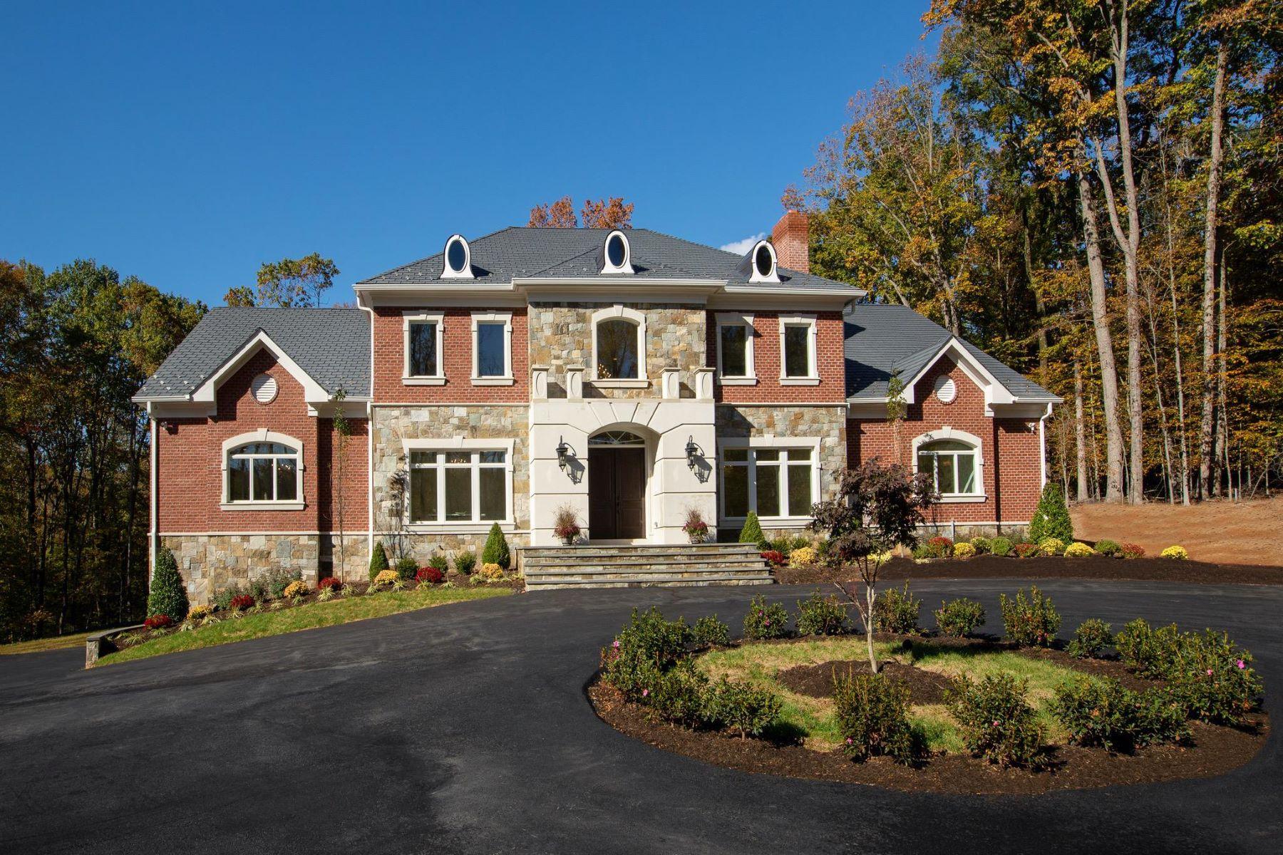Single Family Homes 为 销售 在 119 Clarks Run Rd 大瀑布城, 弗吉尼亚州 22066 美国