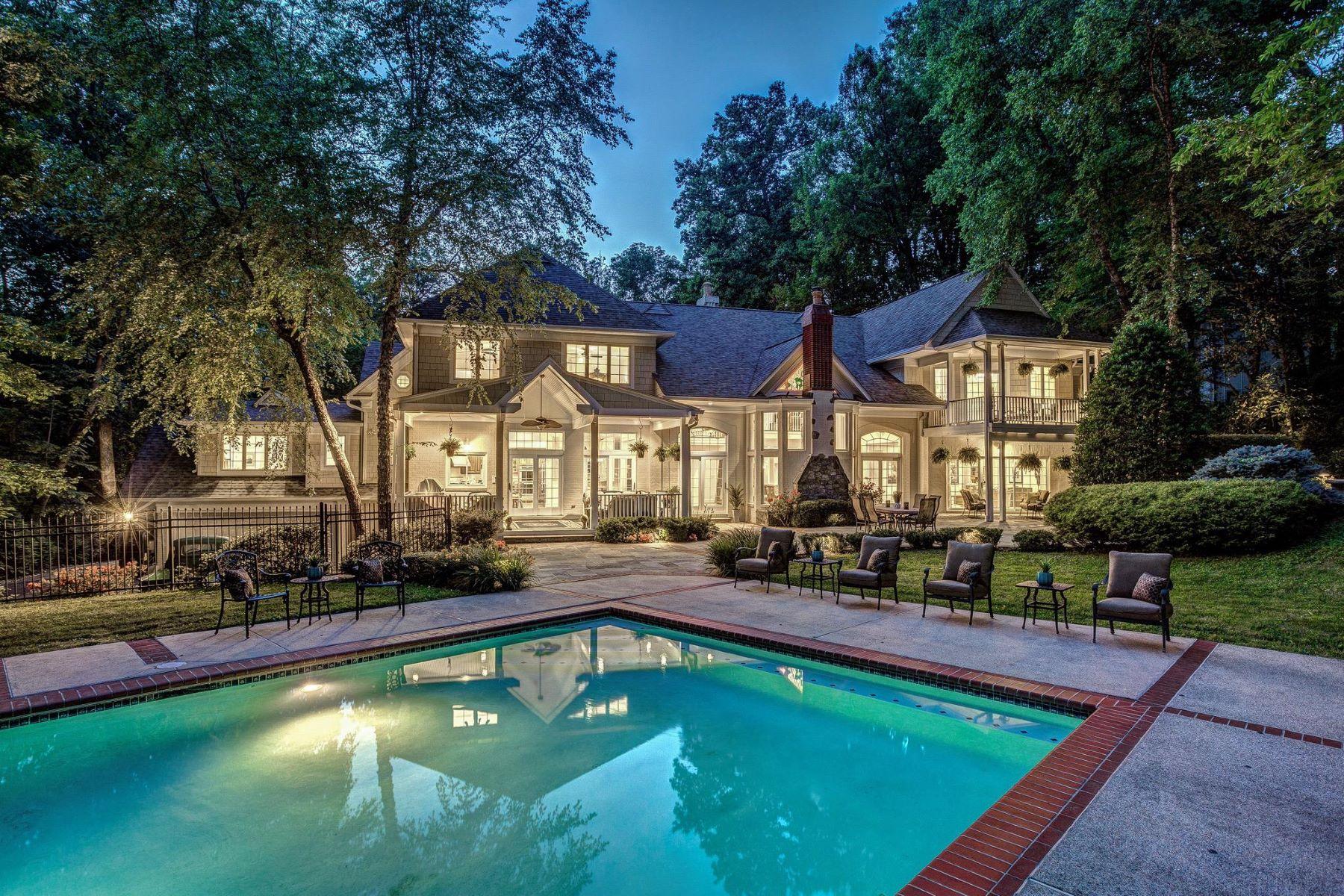 Single Family Homes por un Venta en 8921 Burdette Rd Bethesda, Maryland 20817 Estados Unidos