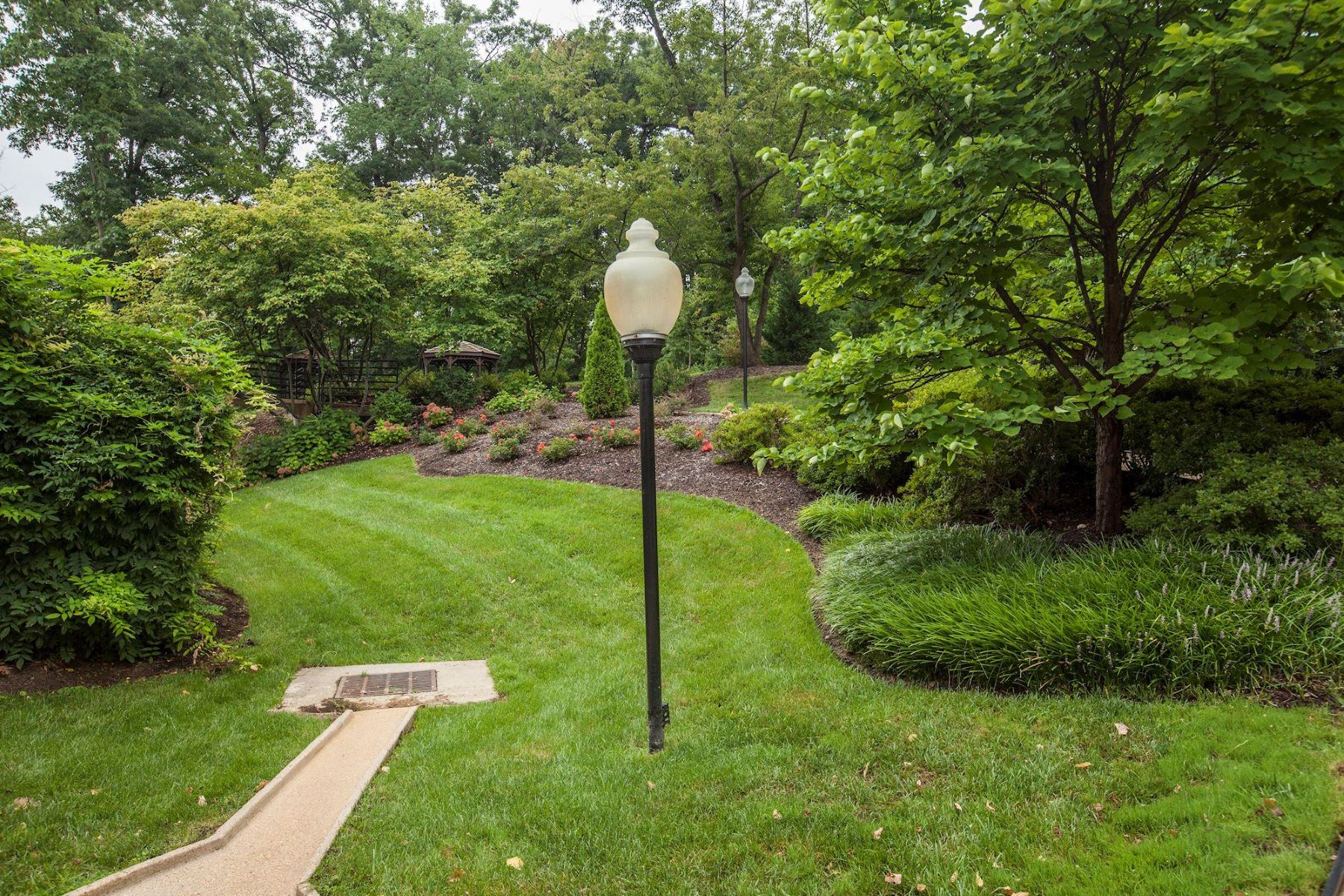 Additional photo for property listing at 5901 Mount Eagle Dr #307 5901 Mount Eagle Dr #307 Alexandria, Virginia 22303 United States