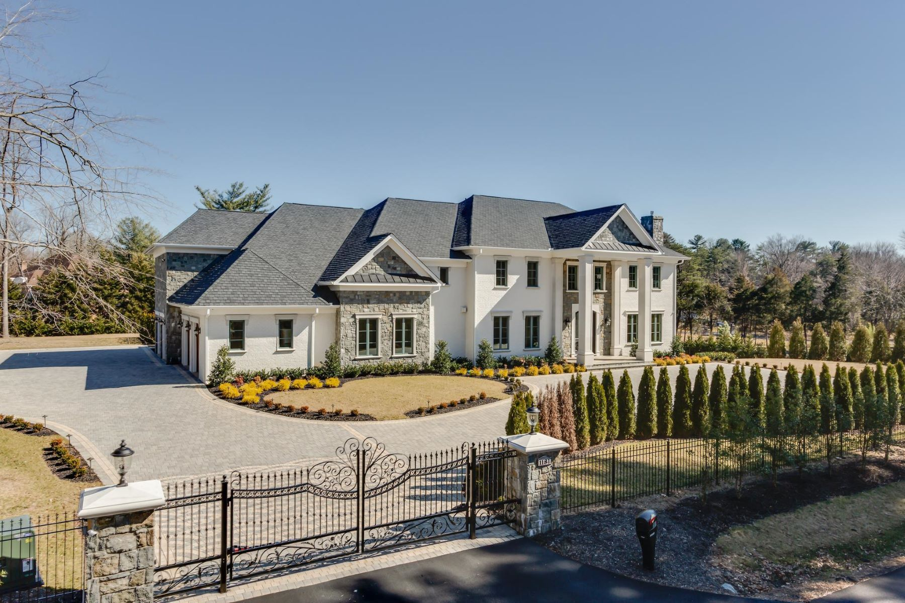 Single Family Homes por un Venta en 1181 Ballantrae Ln McLean, Virginia 22101 Estados Unidos