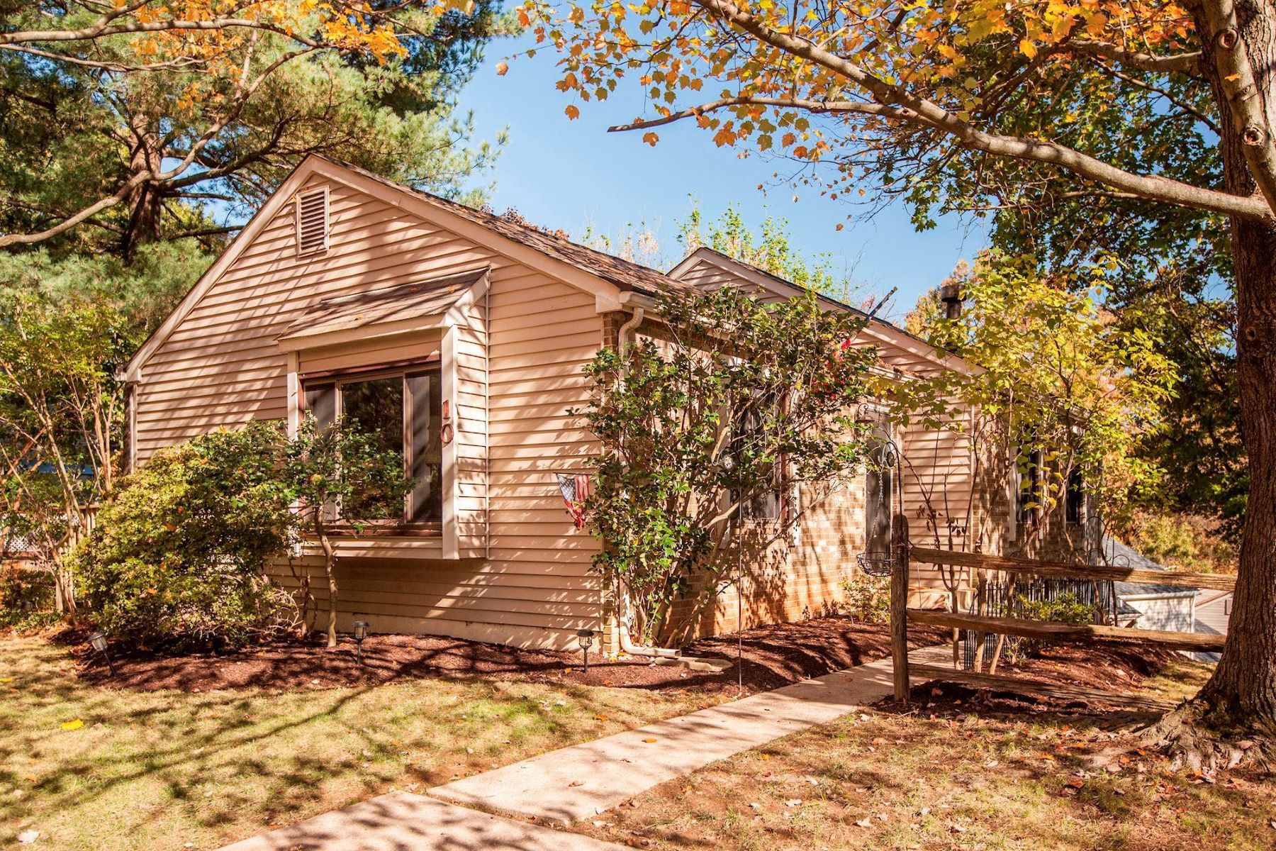 Single Family Homes for Sale at 10 Pavilion Dr Gaithersburg, Maryland 20878 United States