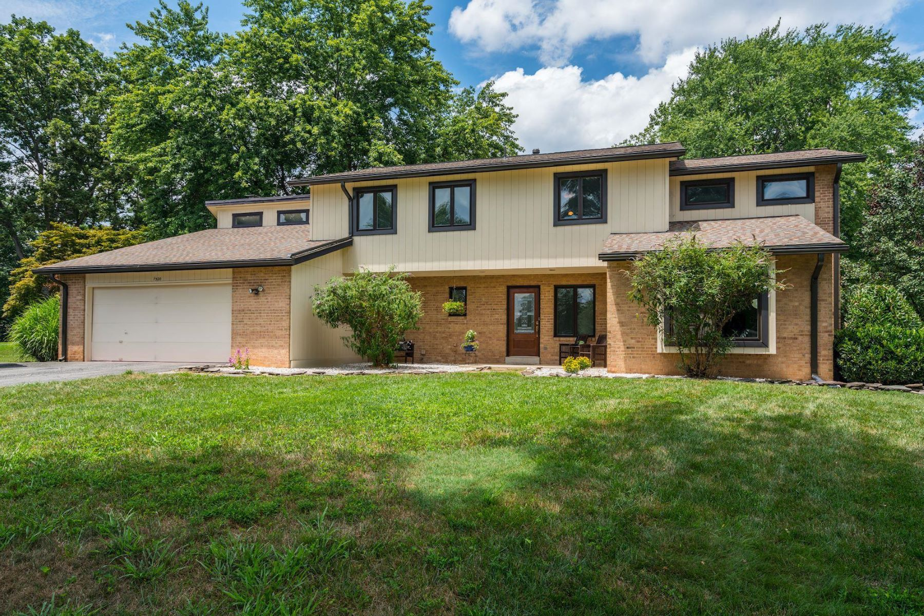 Single Family Homes for Active at 1320 Colvin Forest Dr Vienna, Virginia 22182 United States