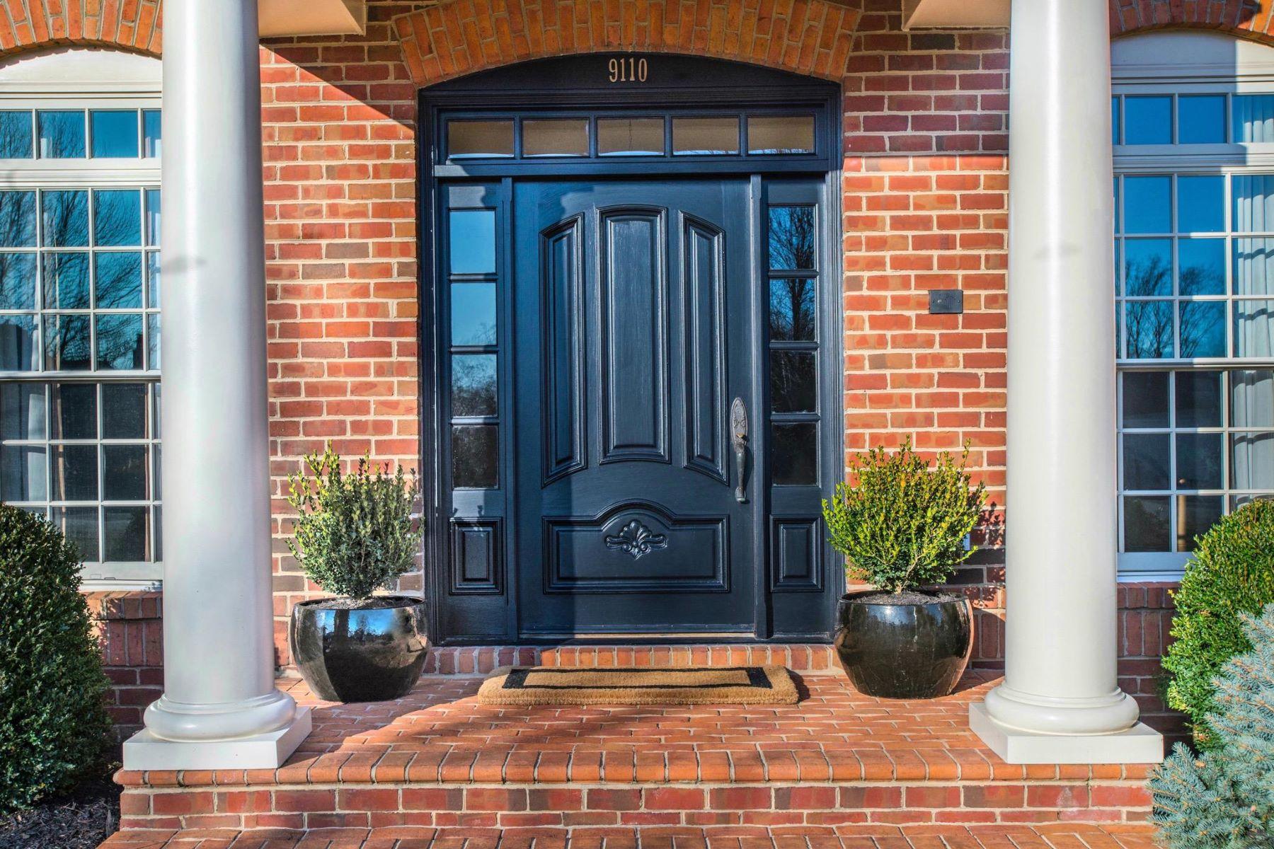 Single Family Homes 为 销售 在 9110 Dara Ln 大瀑布城, 弗吉尼亚州 22066 美国