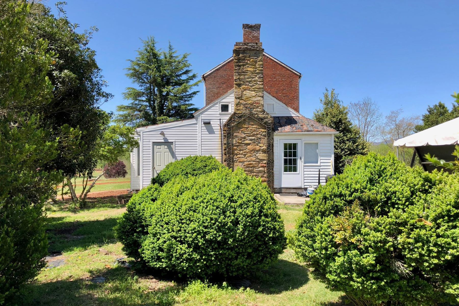 Additional photo for property listing at 129 Tavern Ln Amherst, Virginia 24521 Estados Unidos