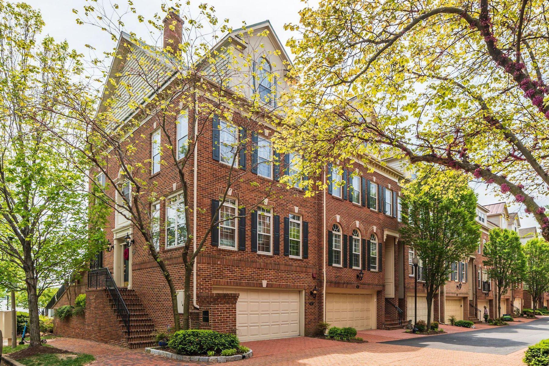 other residential homes pour l Vente à 827 Rivergate Pl Alexandria, Virginia 22314 États-Unis
