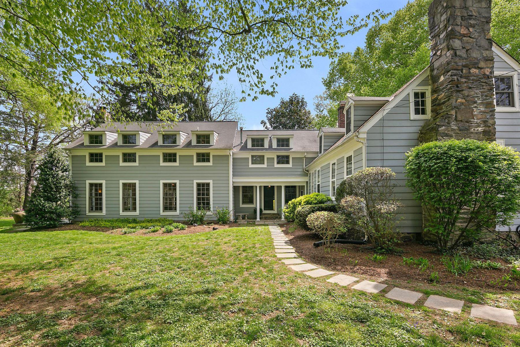 Single Family Homes pour l Vente à 1213 Towlston Rd Great Falls, Virginia 22066 États-Unis