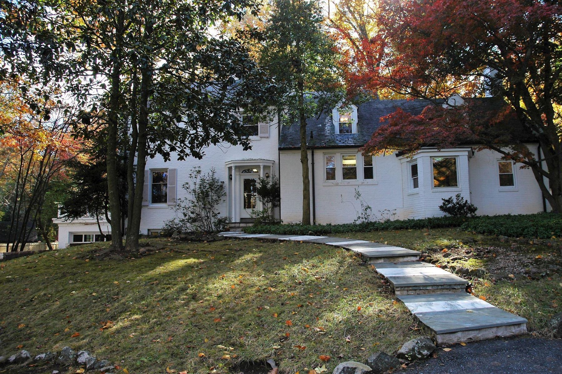 Single Family Home for Rent at 6100 Bradley Blvd 6100 Bradley Blvd Bethesda, Maryland 20817 United States