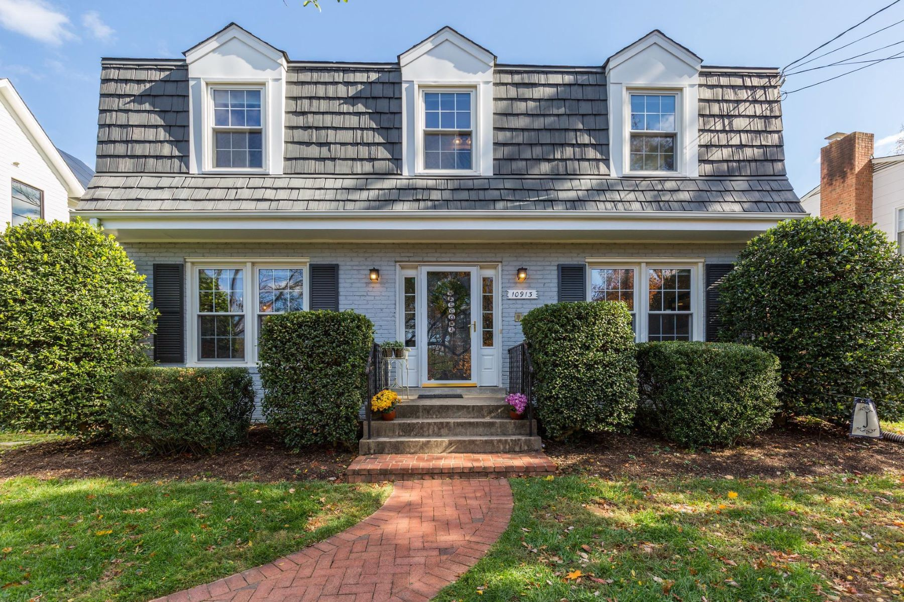 Single Family Homes for Sale at 10913 Kenilworth Ave Garrett Park, Maryland 20896 United States