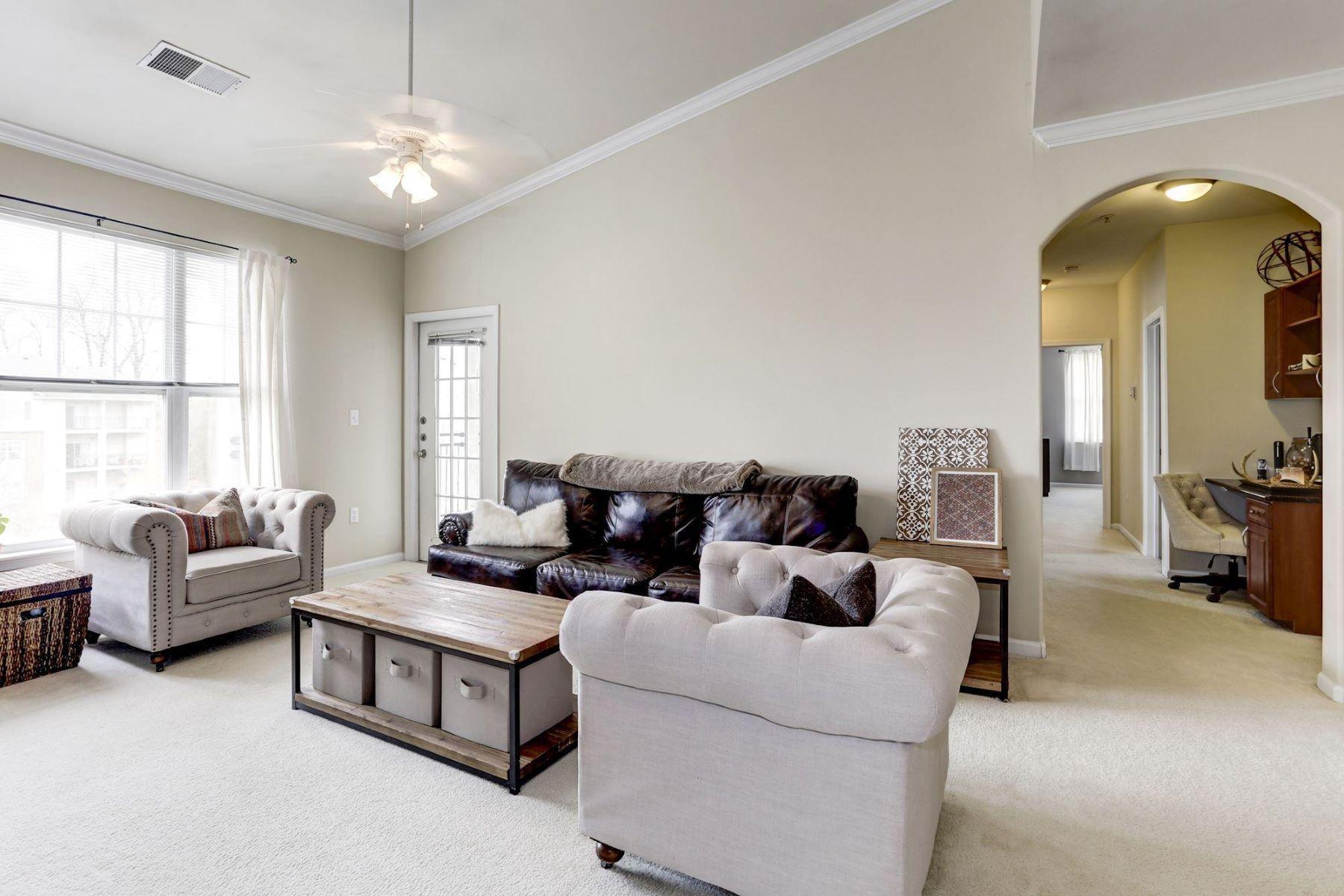condominiums pour l Vente à 12104 Garden Grove Cir #401 Fairfax, Virginia 22030 États-Unis
