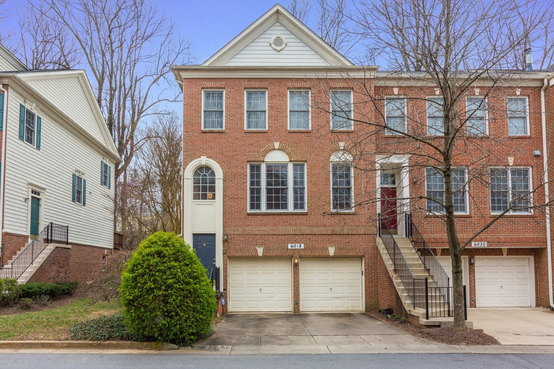 Condominiums for Sale at 6018 Stonehenge Pl #28 Rockville, Maryland 20852 United States