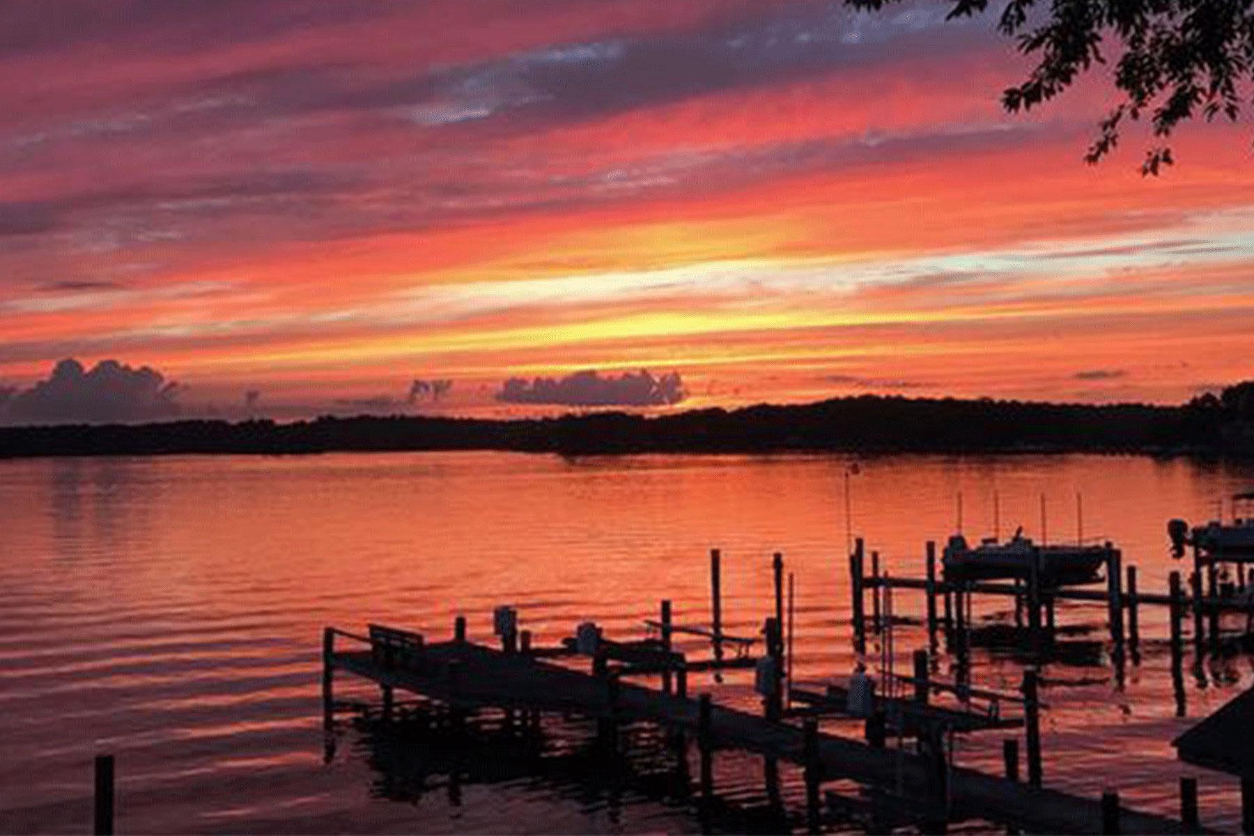 Single Family Homes 为 销售 在 4132 Cadle Creek Rd Edgewater, 马里兰州 21037 美国