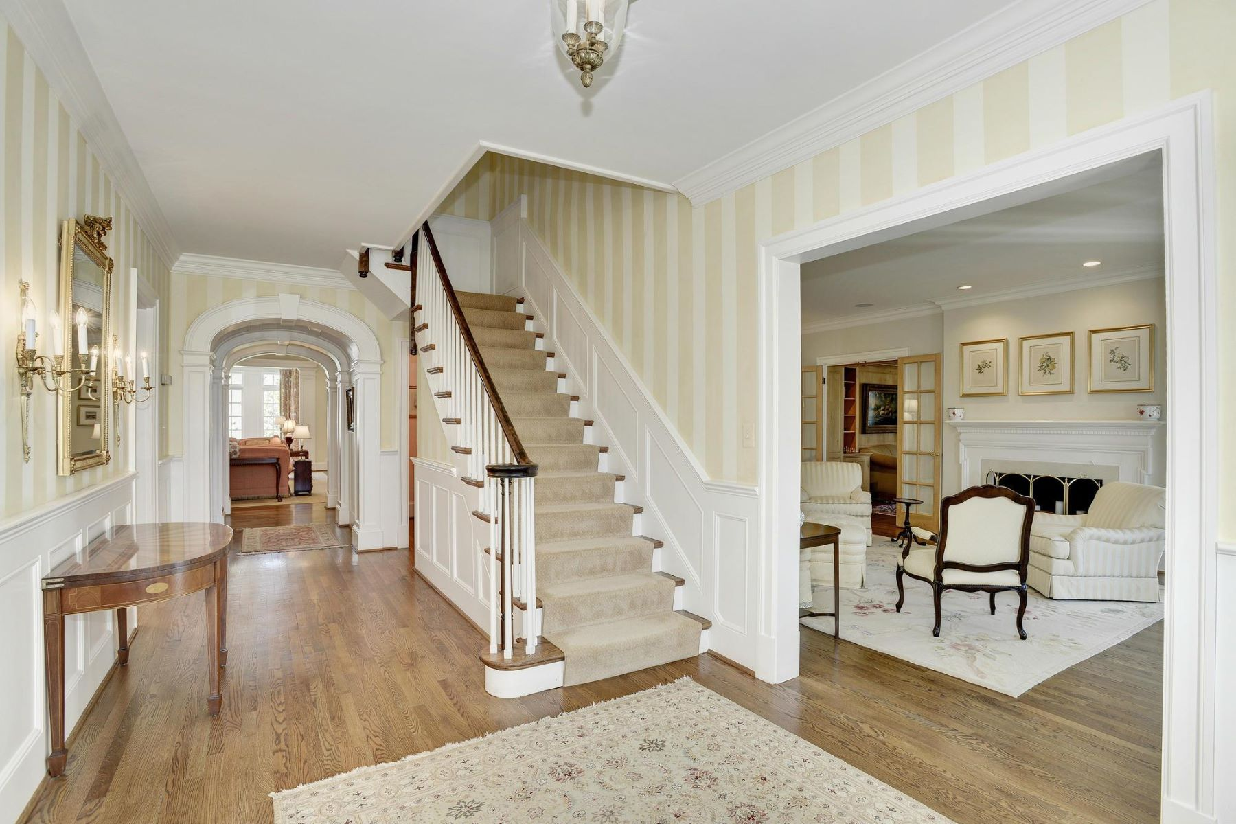 واحد منزل الأسرة للـ Sale في 319 Mansion Drive, Alexandria Alexandria, Virginia, 22302 United States