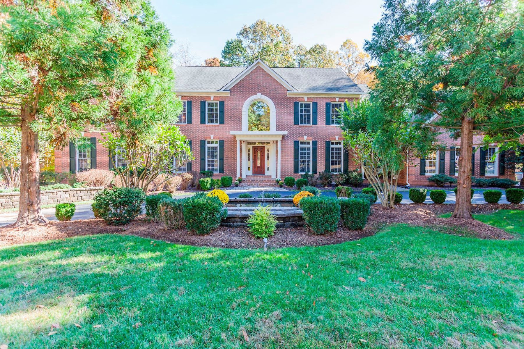 Single Family Homes for Active at 7505 Cannon Fort Dr Clifton, Virginia 20124 United States