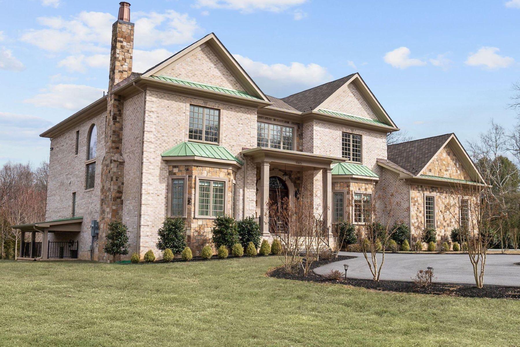 Single Family Homes 为 销售 在 1005 White Chimney Ct 大瀑布城, 弗吉尼亚州 22066 美国