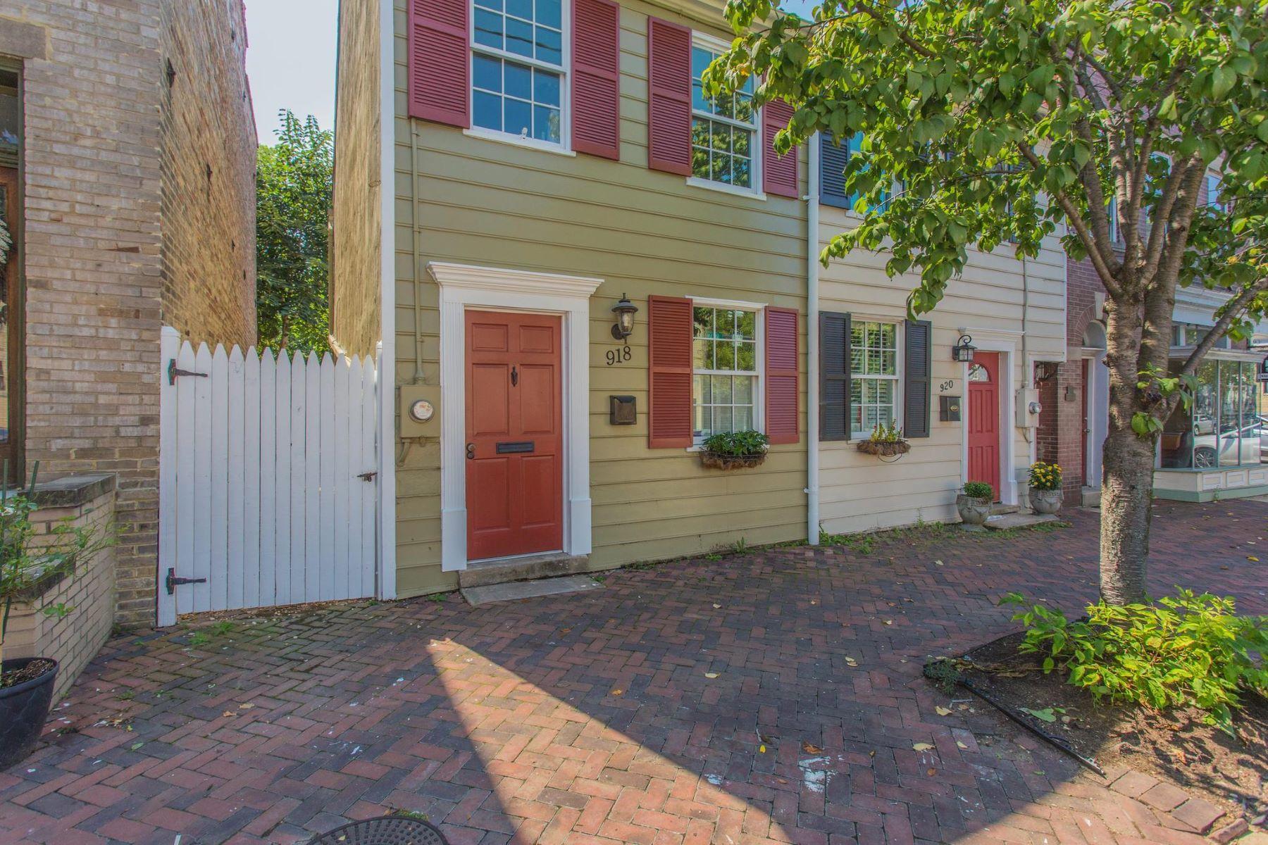 独户住宅 为 销售 在 918 Queen St 918 Queen St 亚历山大港, 弗吉尼亚州 22314 美国