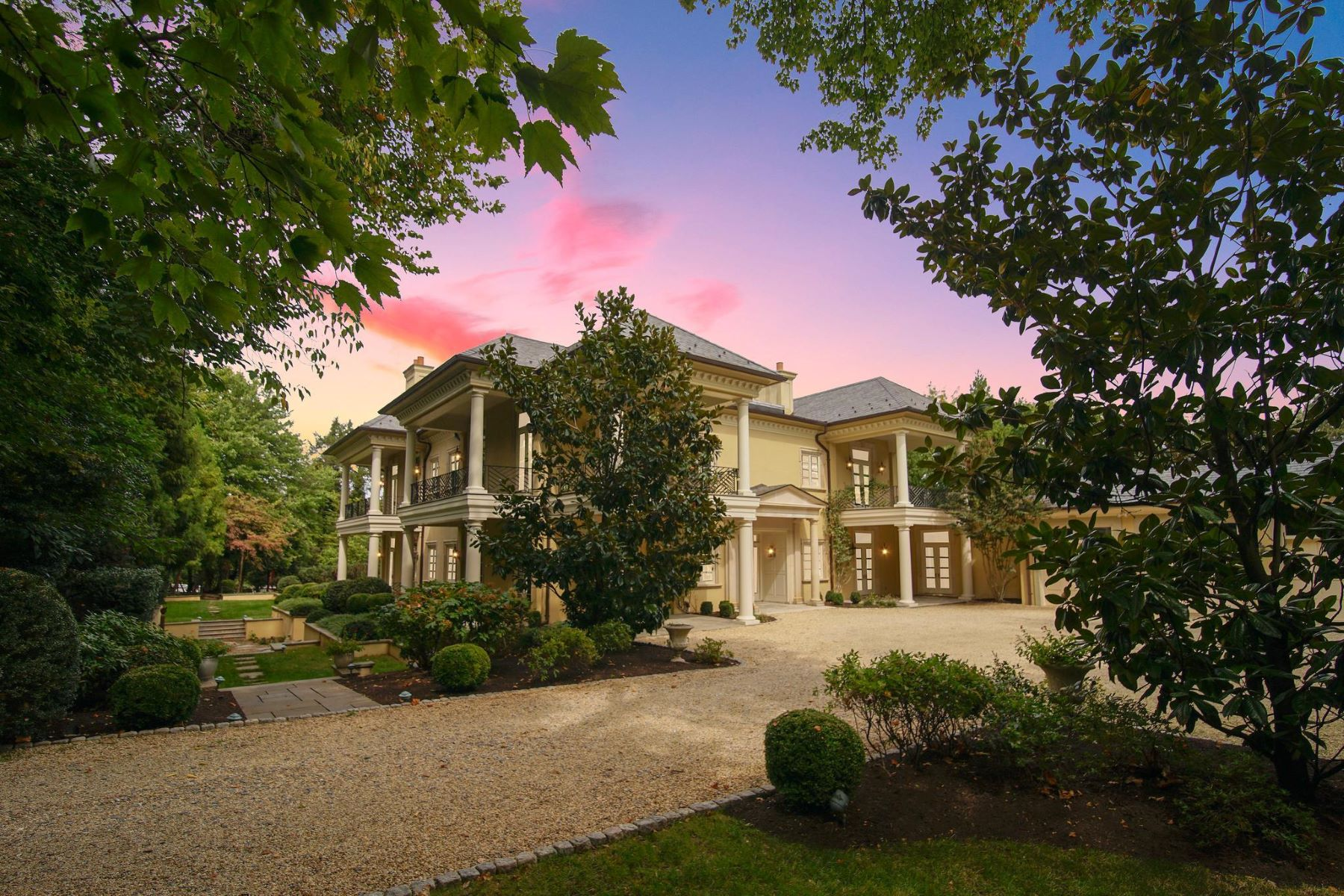Single Family Home for Sale at 1105 Waverly Way 1105 Waverly Way McLean, Virginia 22101 United States