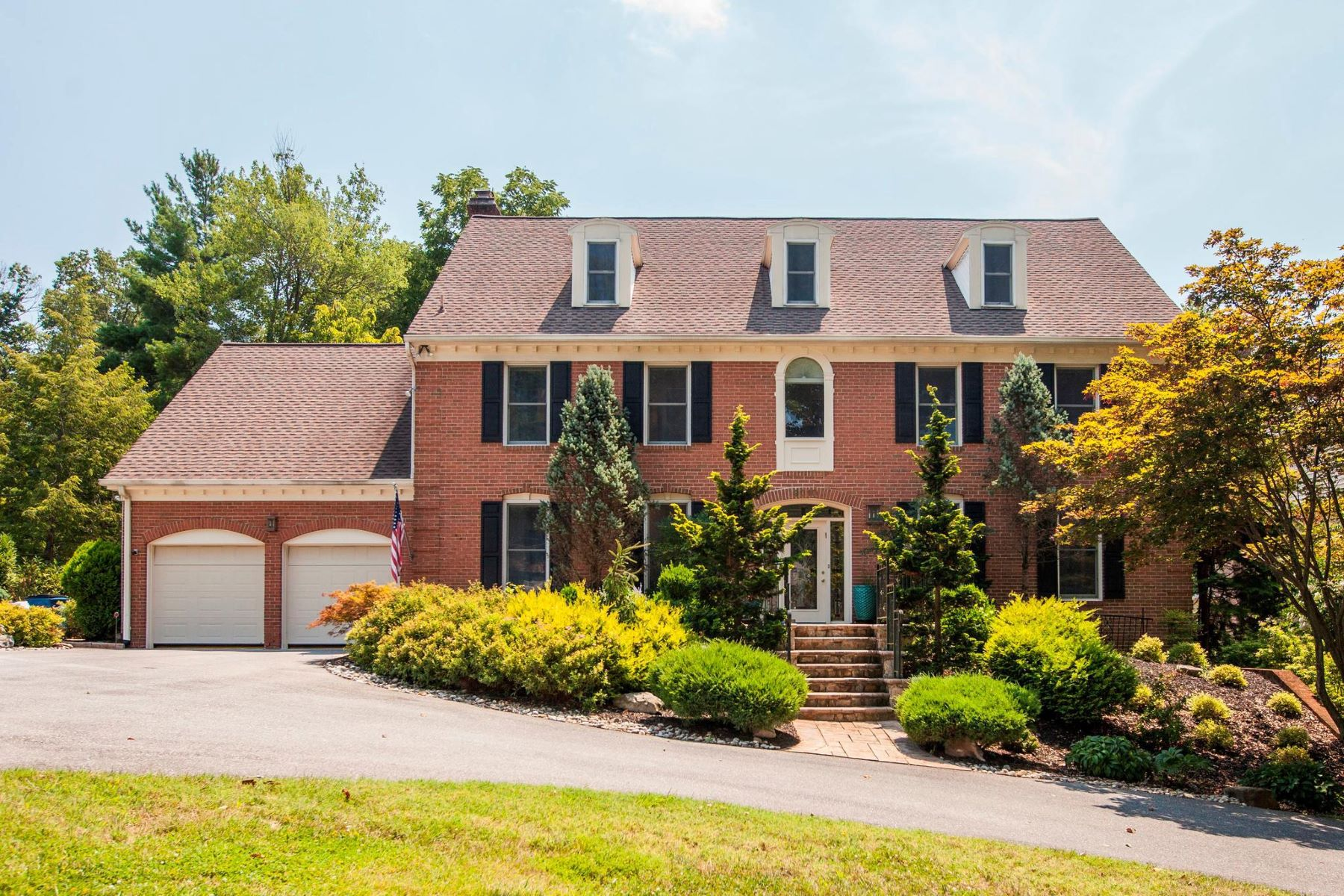 Single Family Homes for Active at 9010 Marseille Dr Potomac, Maryland 20854 United States