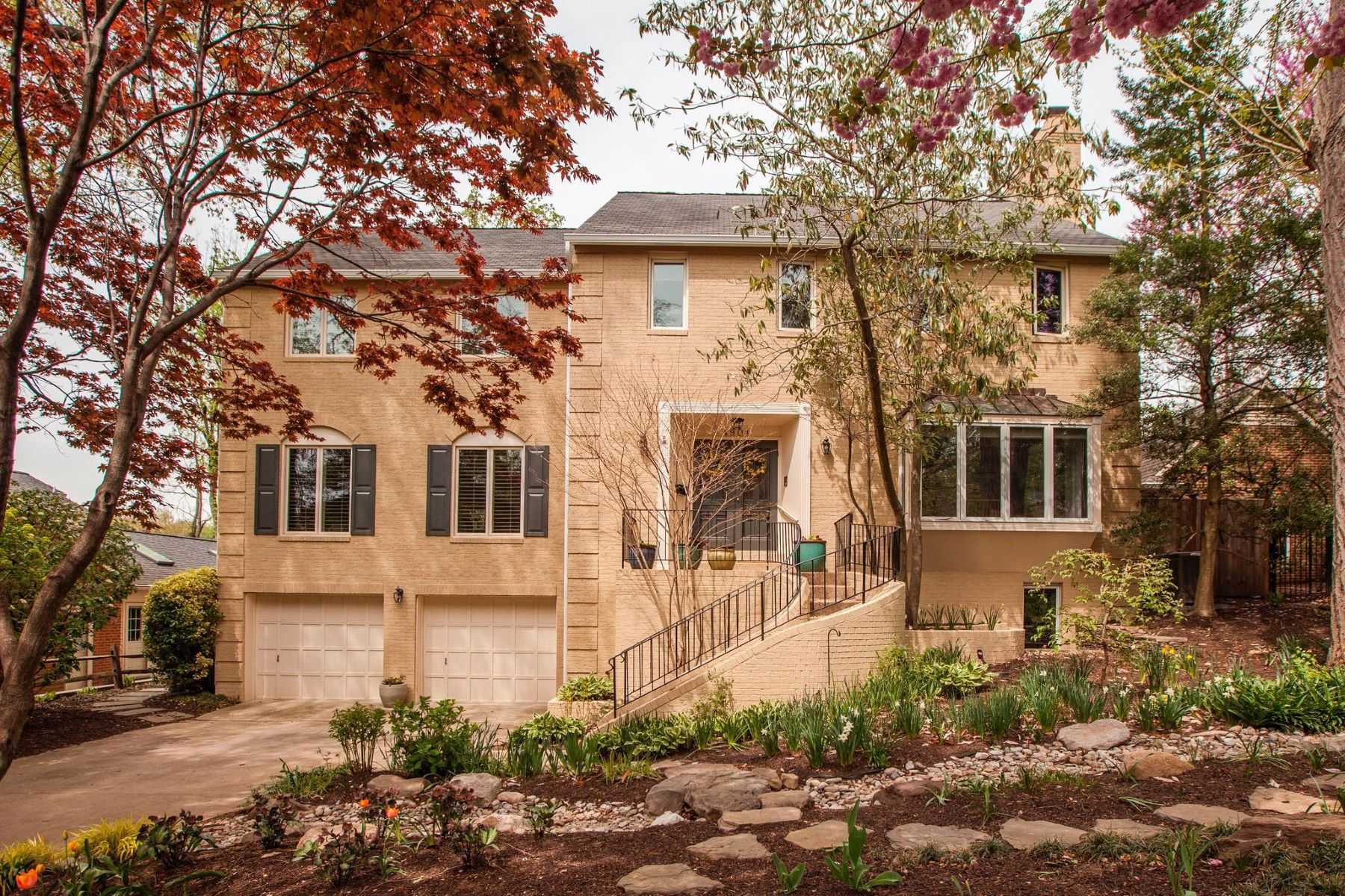 single family homes for Active at 4901 Essex Ave Chevy Chase, Maryland 20815 United States