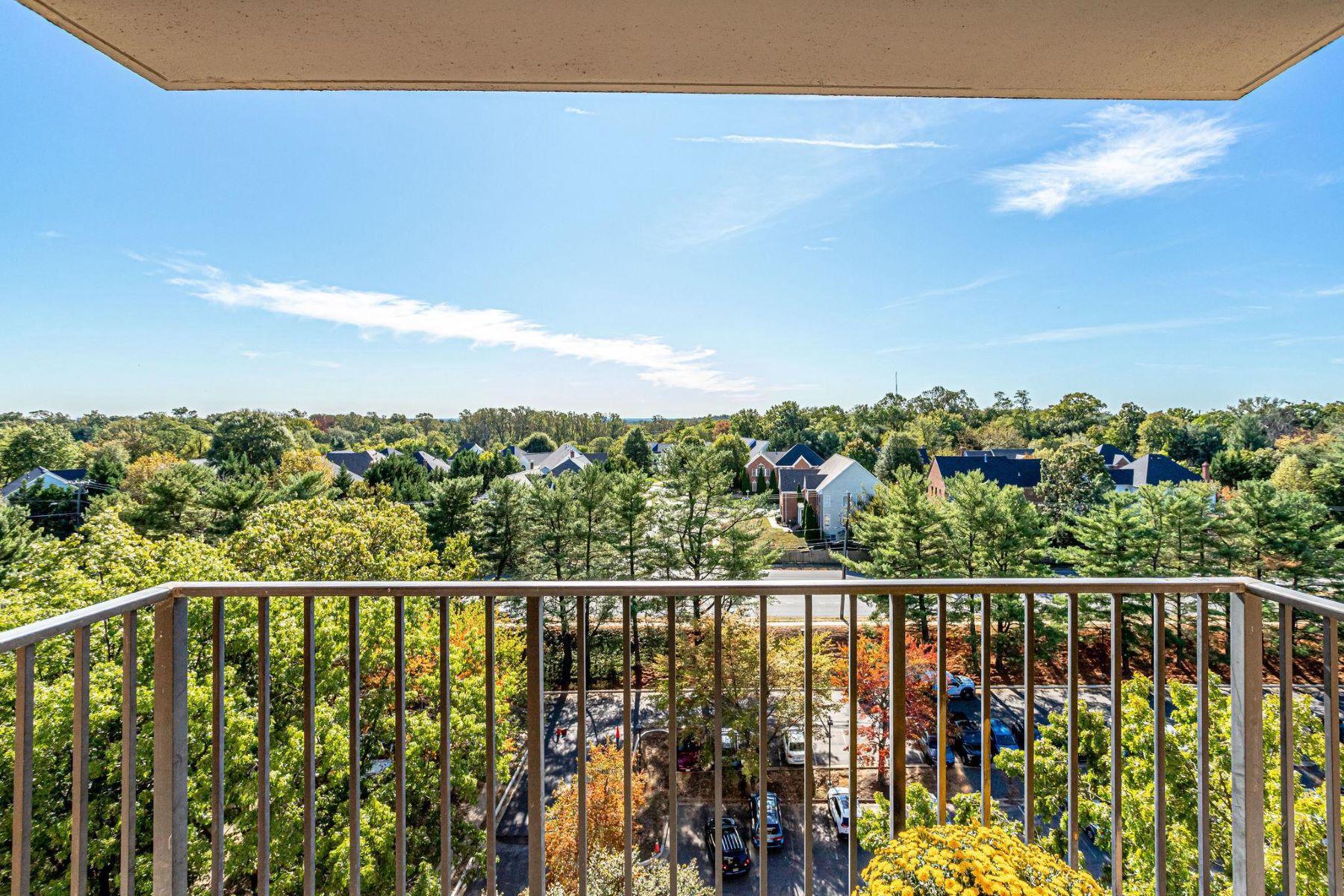Condominiums por un Venta en 2311 Pimmit Dr #1114 Falls Church, Virginia 22043 Estados Unidos