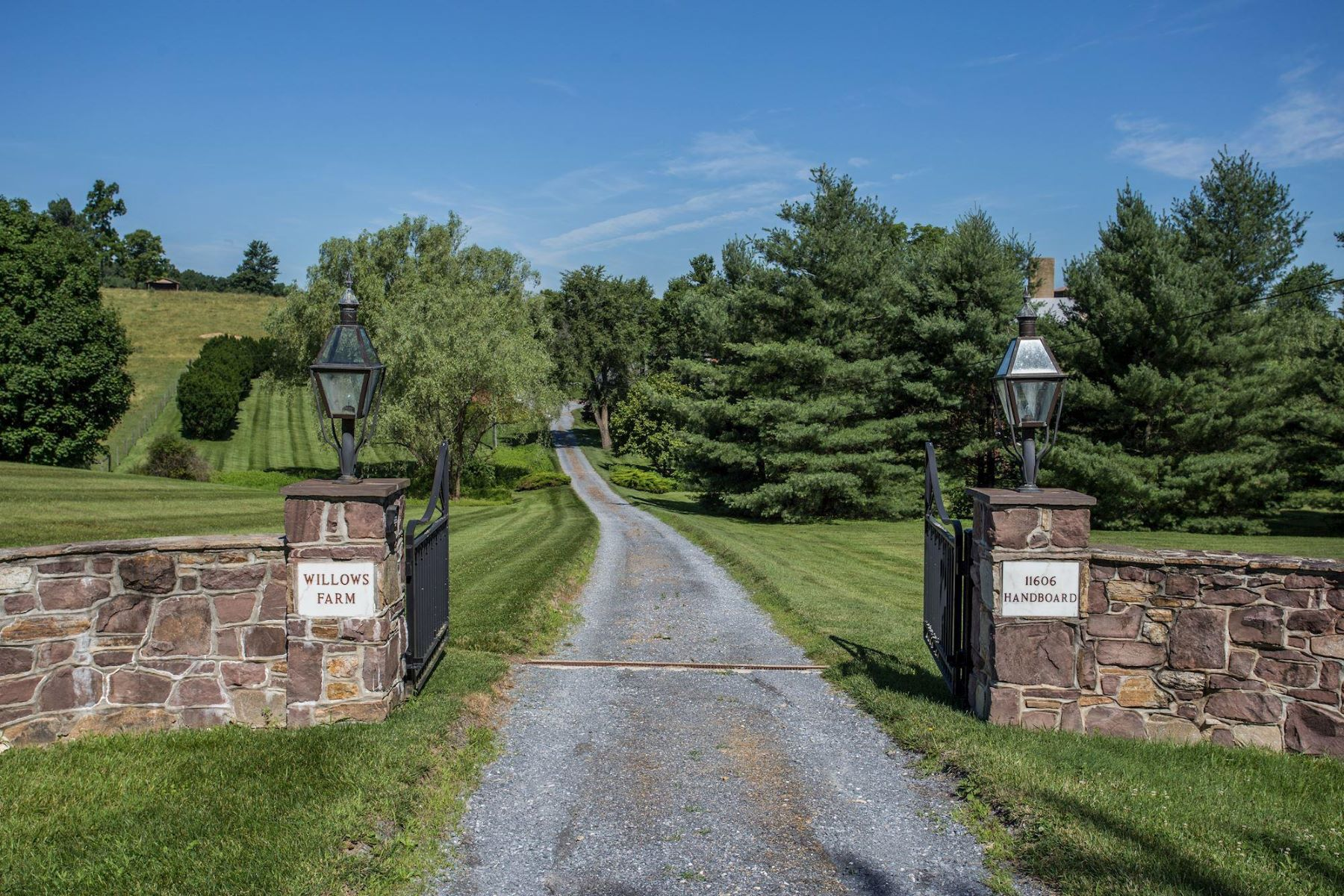 Single Family Homes for Sale at 11606 Handboard Rd Union Bridge, Maryland 21791 United States