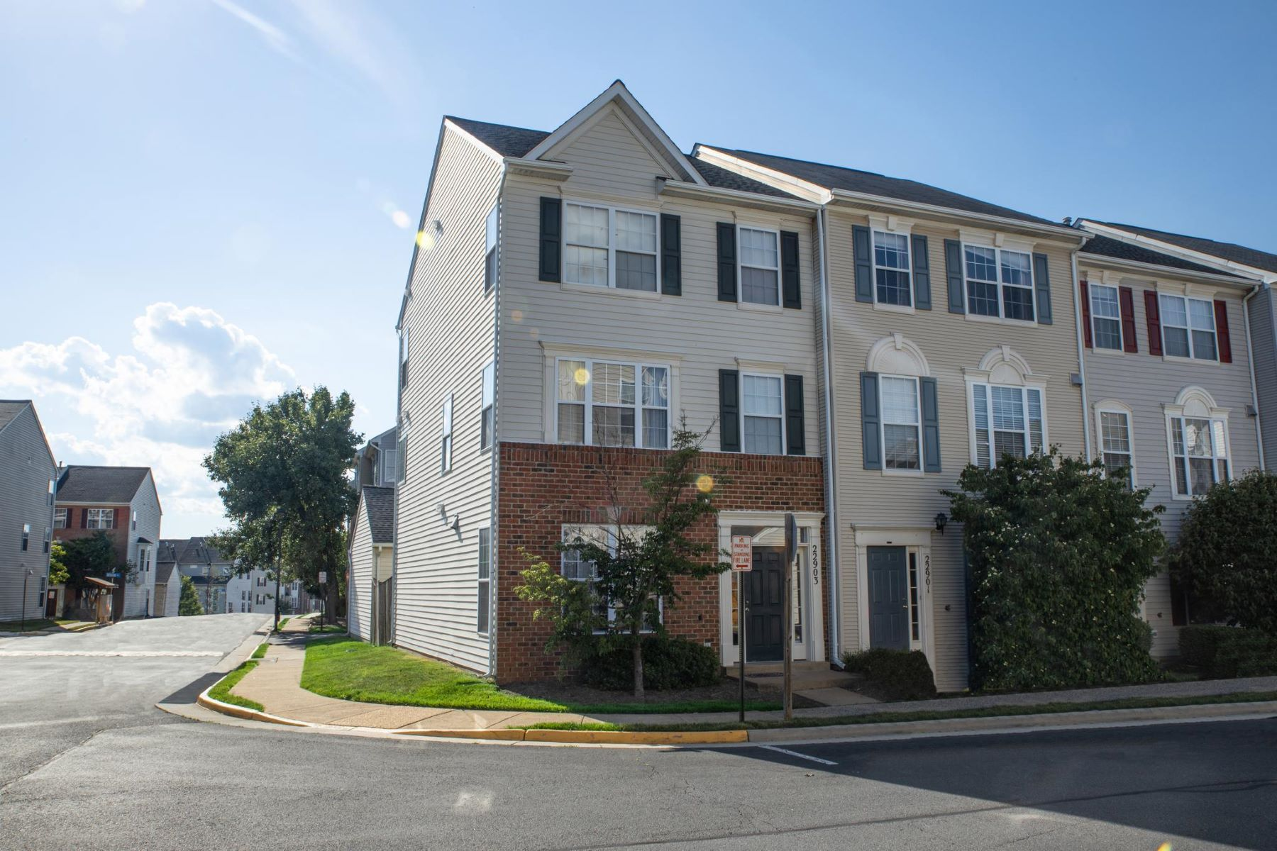 Other Residential Homes pour l Vente à 22903 Adelphi Ter Sterling, Virginia 20166 États-Unis