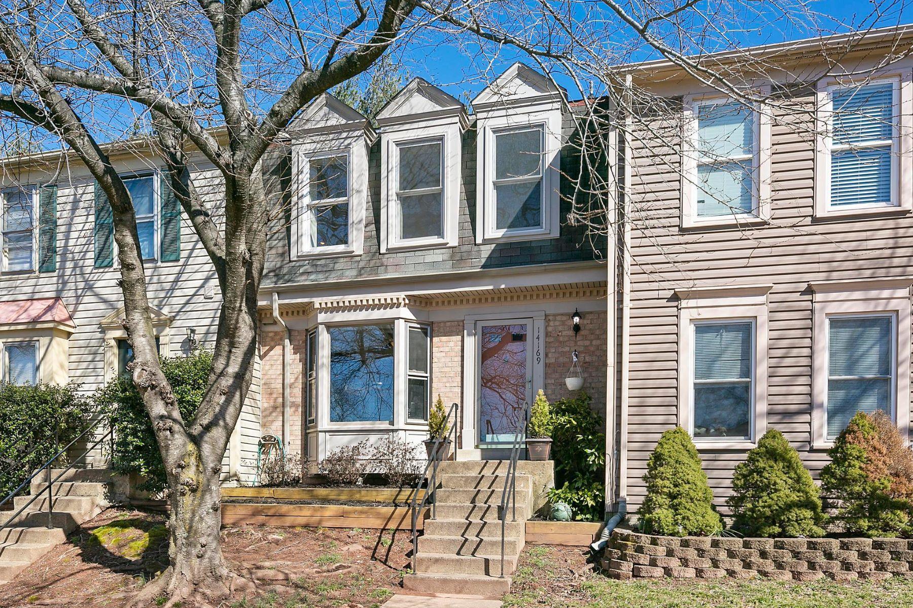 Townhouse for Sale at 14169 Royal Oak Ln 14169 Royal Oak Ln Centreville, Virginia 20120 United States