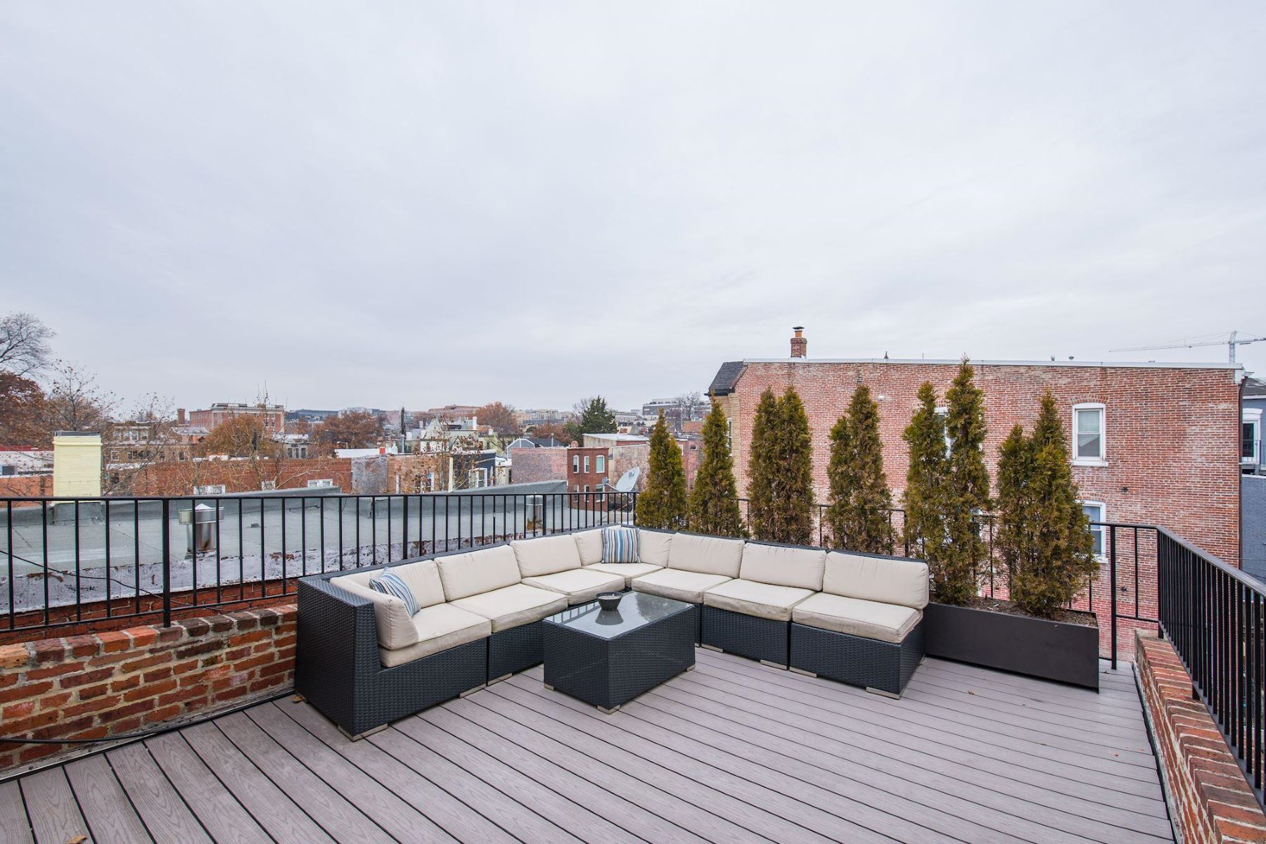 Additional photo for property listing at 947 S St NW 947 S St NW Washington, District Of Columbia 20001 United States