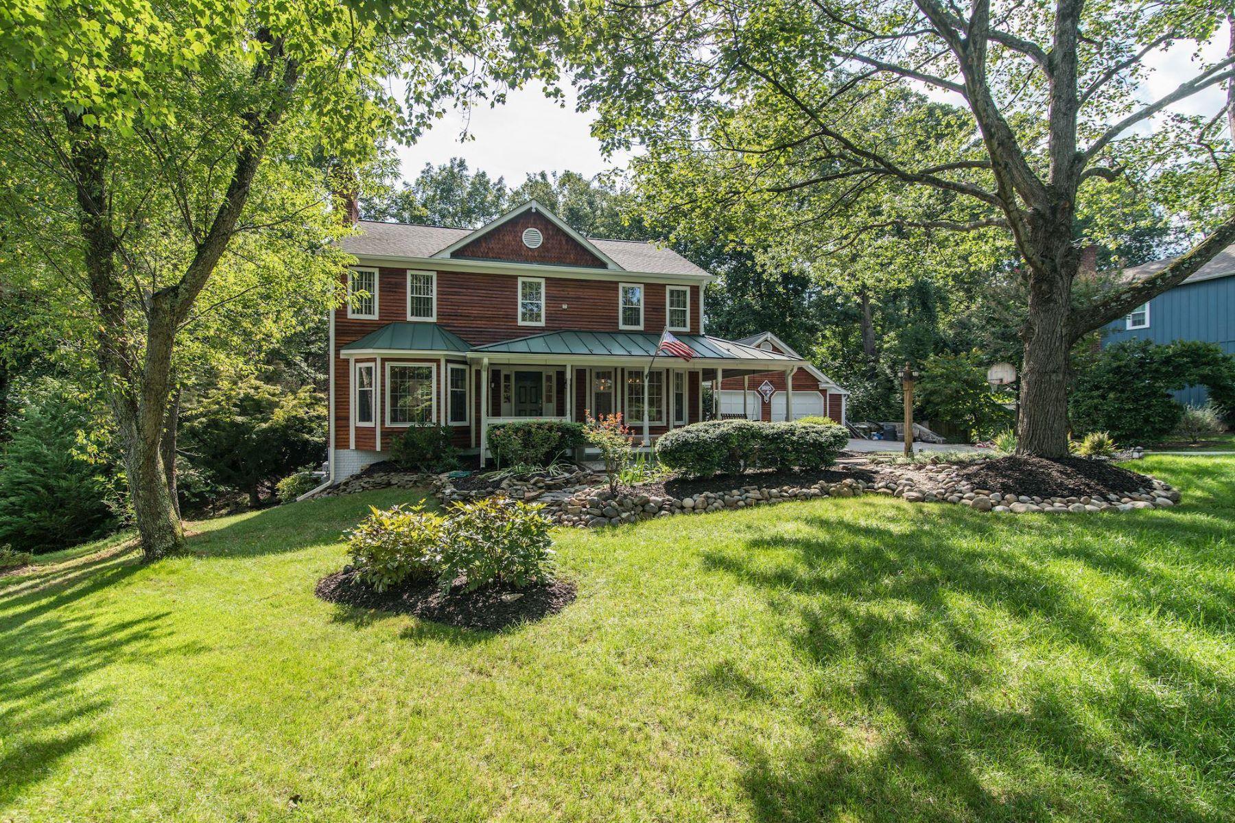 Single Family Homes pour l Vente à 10203 Yellow Pine Dr Vienna, Virginia 22182 États-Unis
