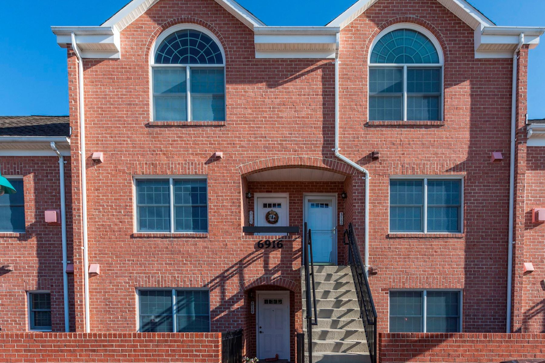 Townhouse for Sale at 6916 Fairfax Dr #312 6916 Fairfax Dr #312 Arlington, Virginia 22213 United States