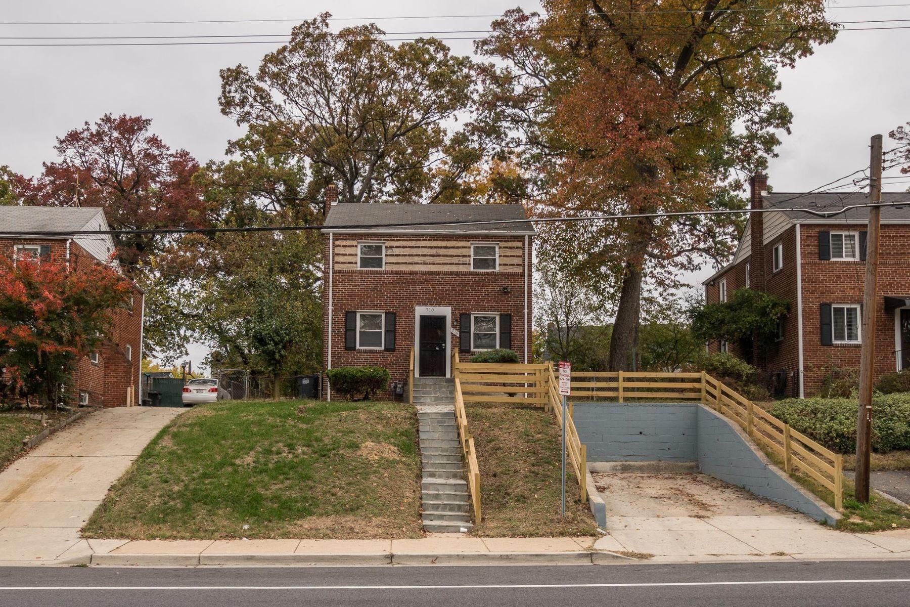 Single Family Homes 为 销售 在 718 Chillum Rd Hyattsville, 马里兰州 20783 美国