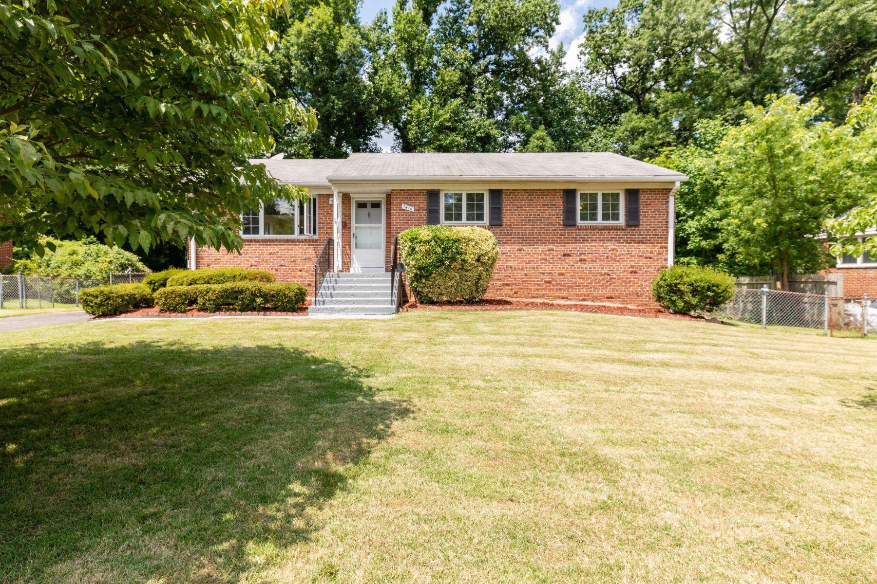 Single Family Homes por un Venta en 7414 Jervis St Springfield, Virginia 22151 Estados Unidos