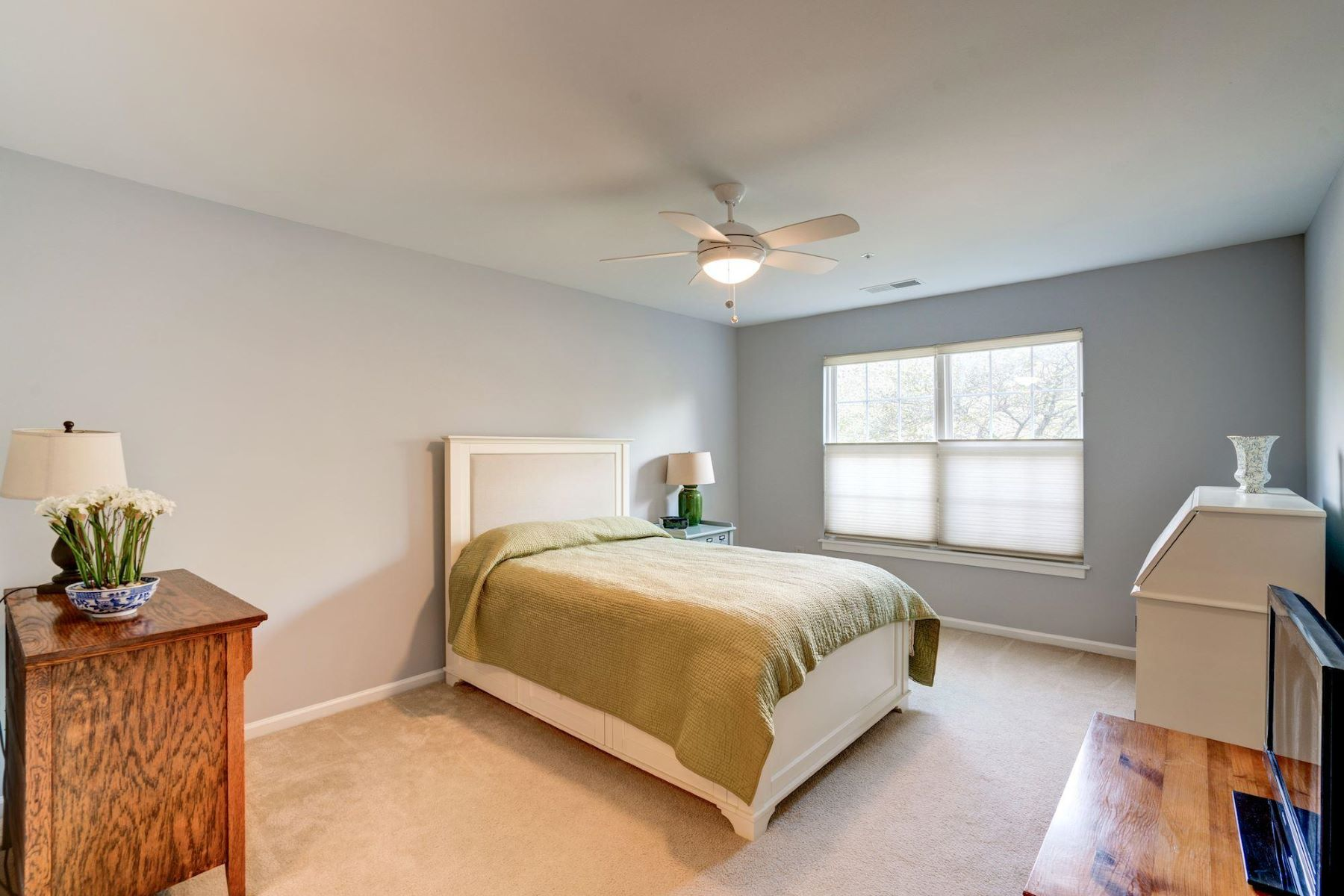 Additional photo for property listing at 6109 Wigmore Ln #d 6109 Wigmore Ln #d Alexandria, Virginia 22315 United States