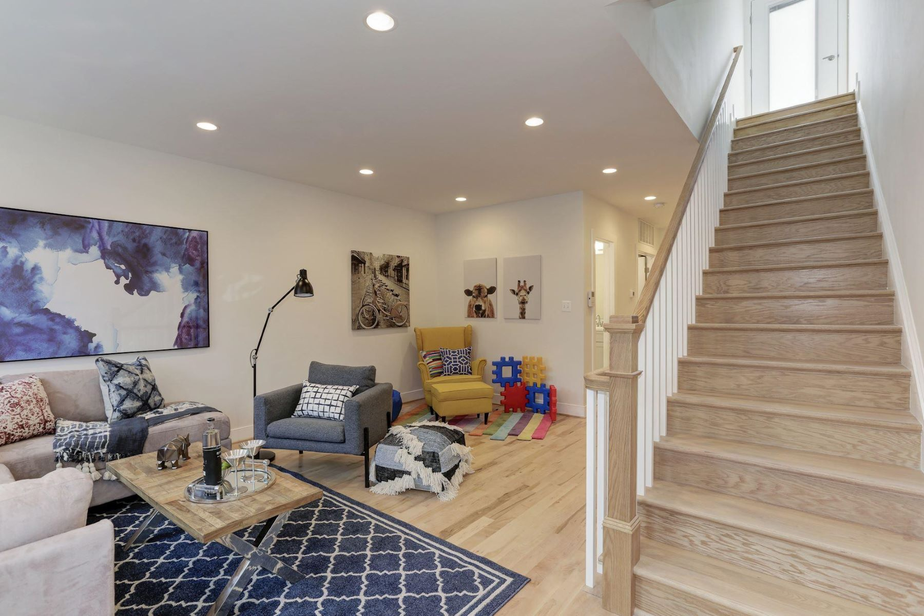 Additional photo for property listing at 1114 Monroe St NW #two Washington, District Of Columbia 20010 United States