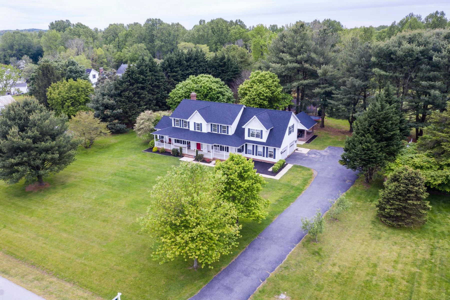 Single Family Homes for Sale at 511 Small Reward Rd Huntingtown, Maryland 20639 United States