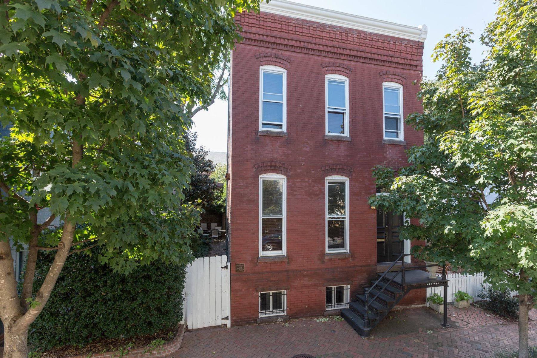 Single Family Home for Rent at 2902 O ST NW 2902 O ST NW Washington, District Of Columbia 20007 United States